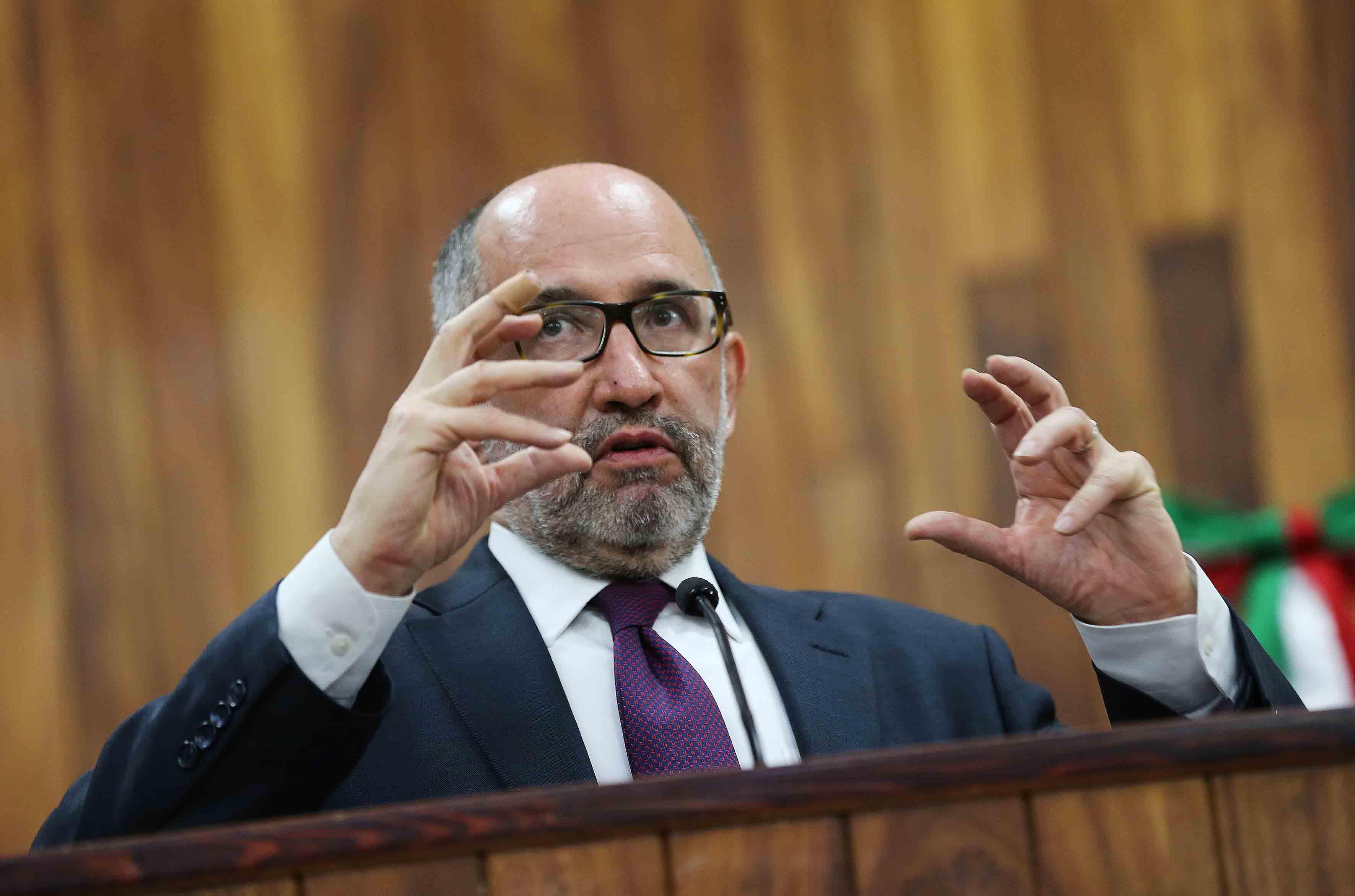 Doctor José Ramón Cossío Díaz, Ministro de la Suprema Corte de Justicia de la Nación (SCJN), impartiendo conferencia.