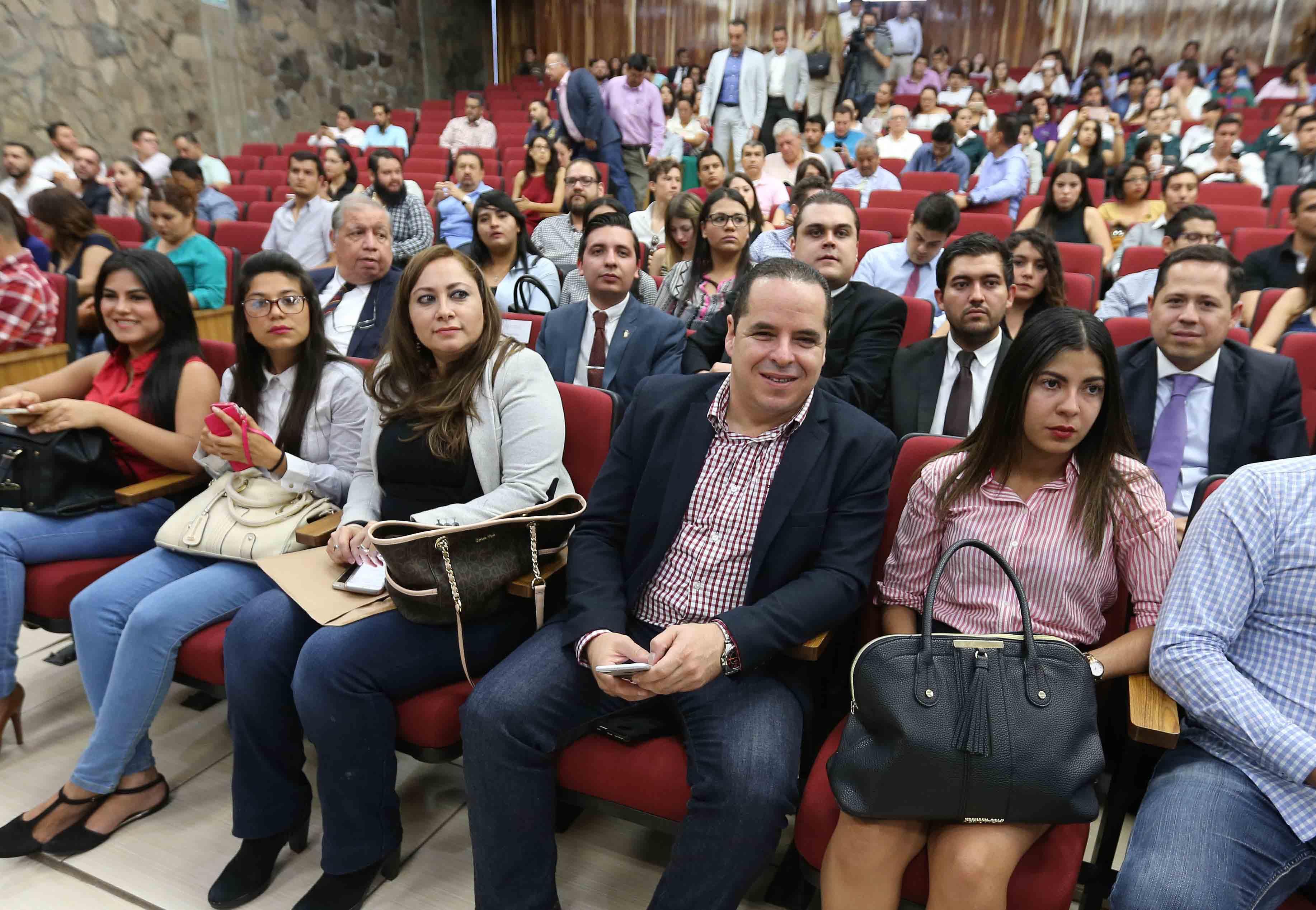 """Público asistente a la conferencia """"Cambio social y cambio jurídico"""", en el marco de la Cátedra Latinoamericana Julio Cortázar."""