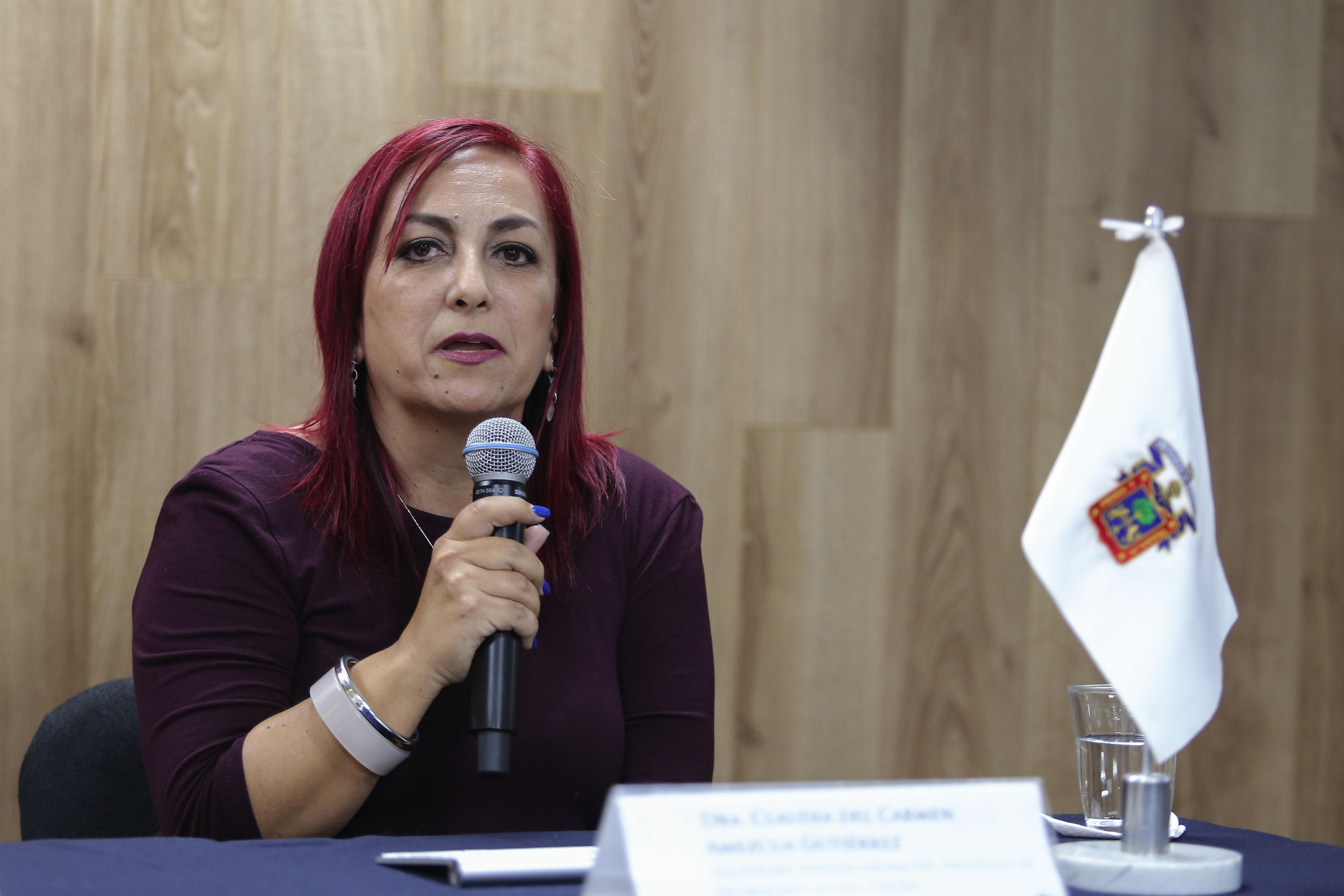La doctora Claudia del Carmen Amezcua Gutiérrez, haciendo uso de la palabra.