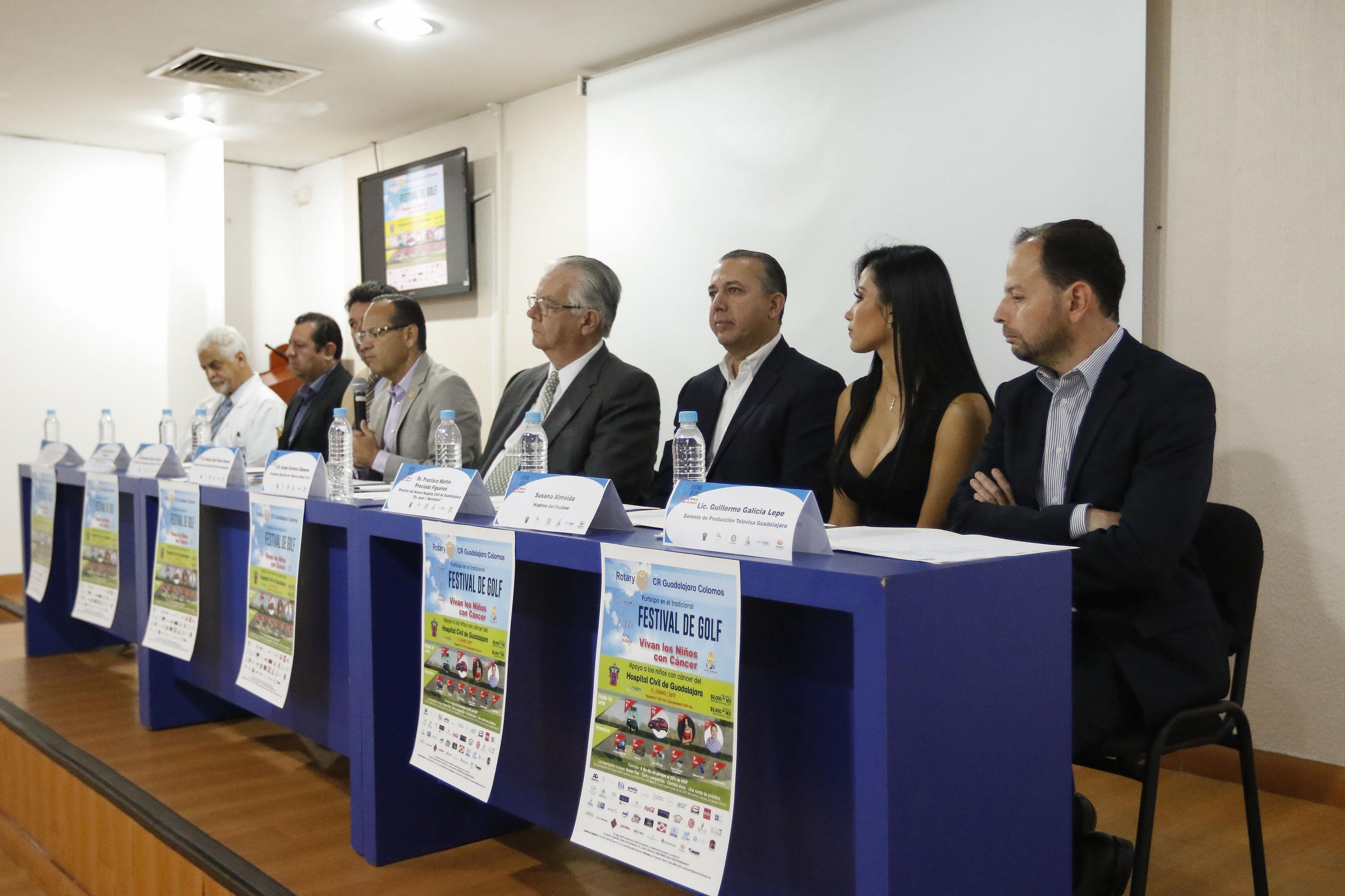 Doctor Héctor Raúl Pérez Gómez, director general del OPD Hospital Civil de Guadalajara, participando en rueda de prensa.