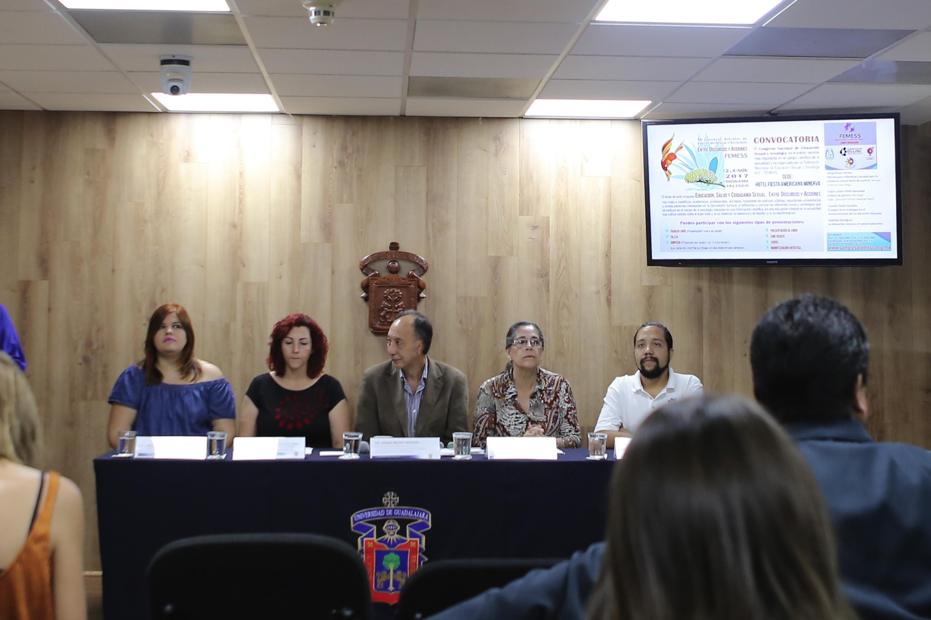 Rueda de prensa, convocada por representantes de la Universidad de Guadalajara, Secretaría de Salud y la sociedad civil organizada, para brindar detalles de los foros de educación y ciudadanía sexual, que se impartirán próximamente.