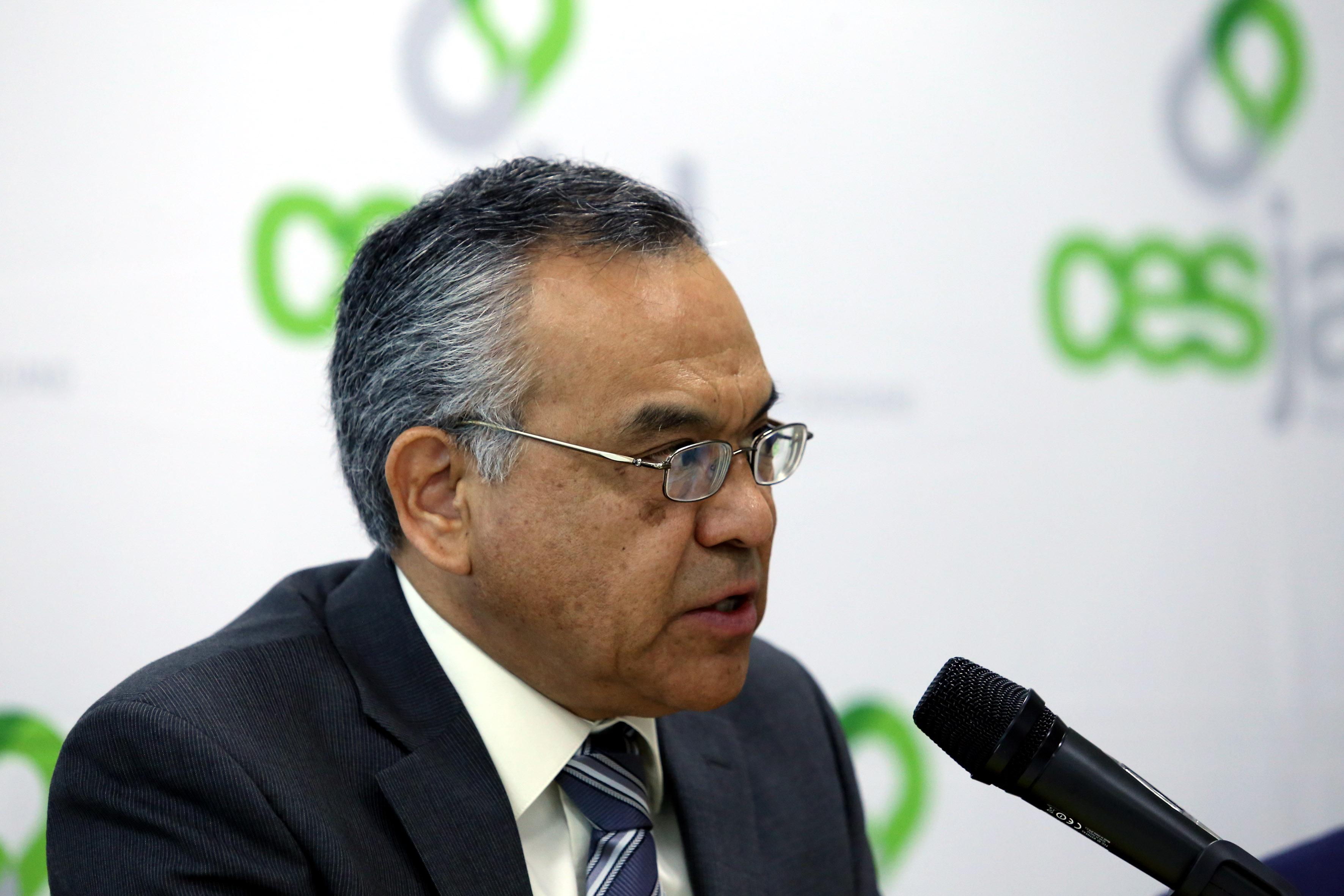 Doctor Adrián de León Arias, académico de la Universidad de Guadalajara y vicepresidente del Sector Académico–Asistencial, frente al micrófono.