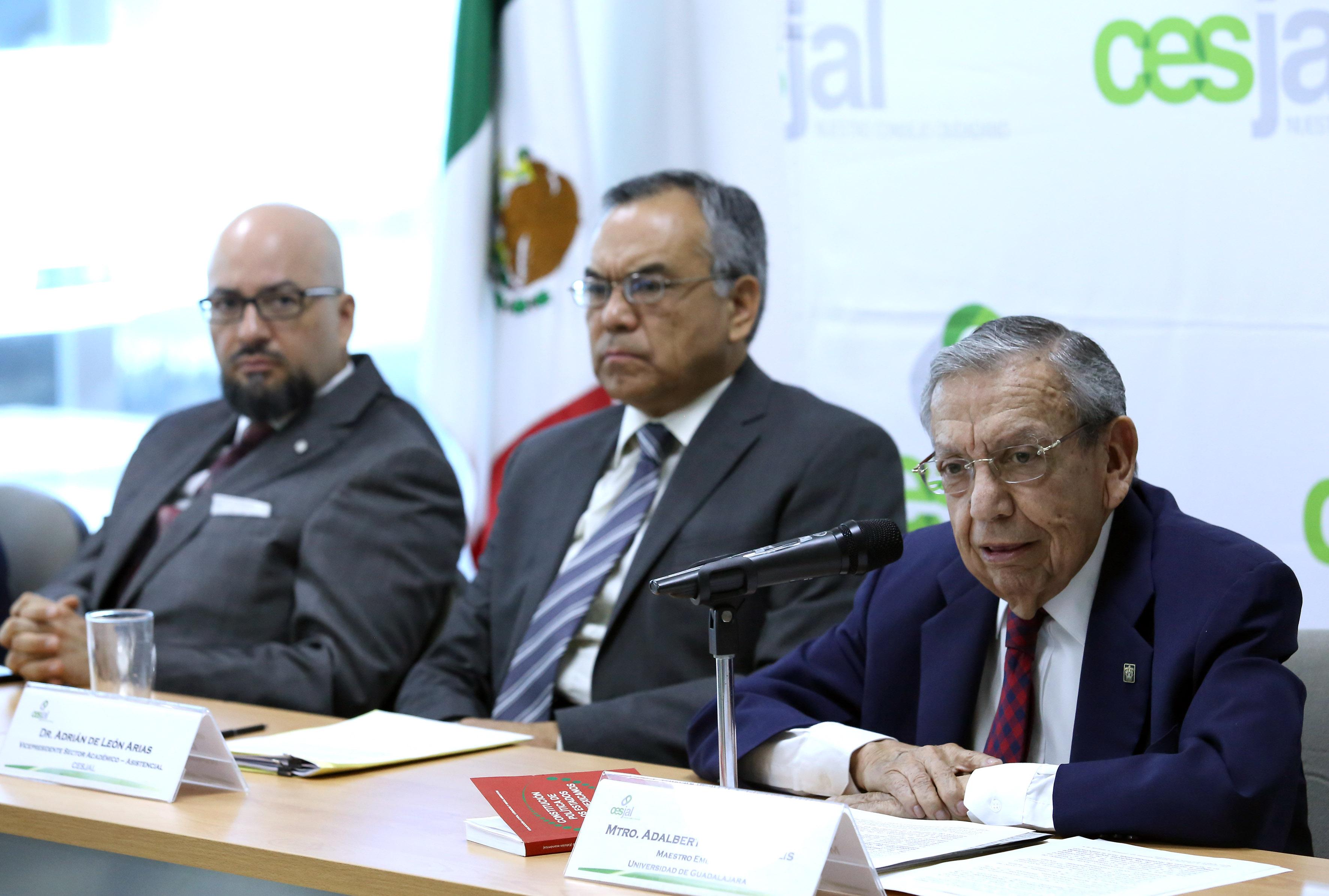 Académicos panelistas, justificando la preservación del Consejo Económico y Social del Estado de Jalisco para el Desarrollo y la Competitividad (Cesjal).