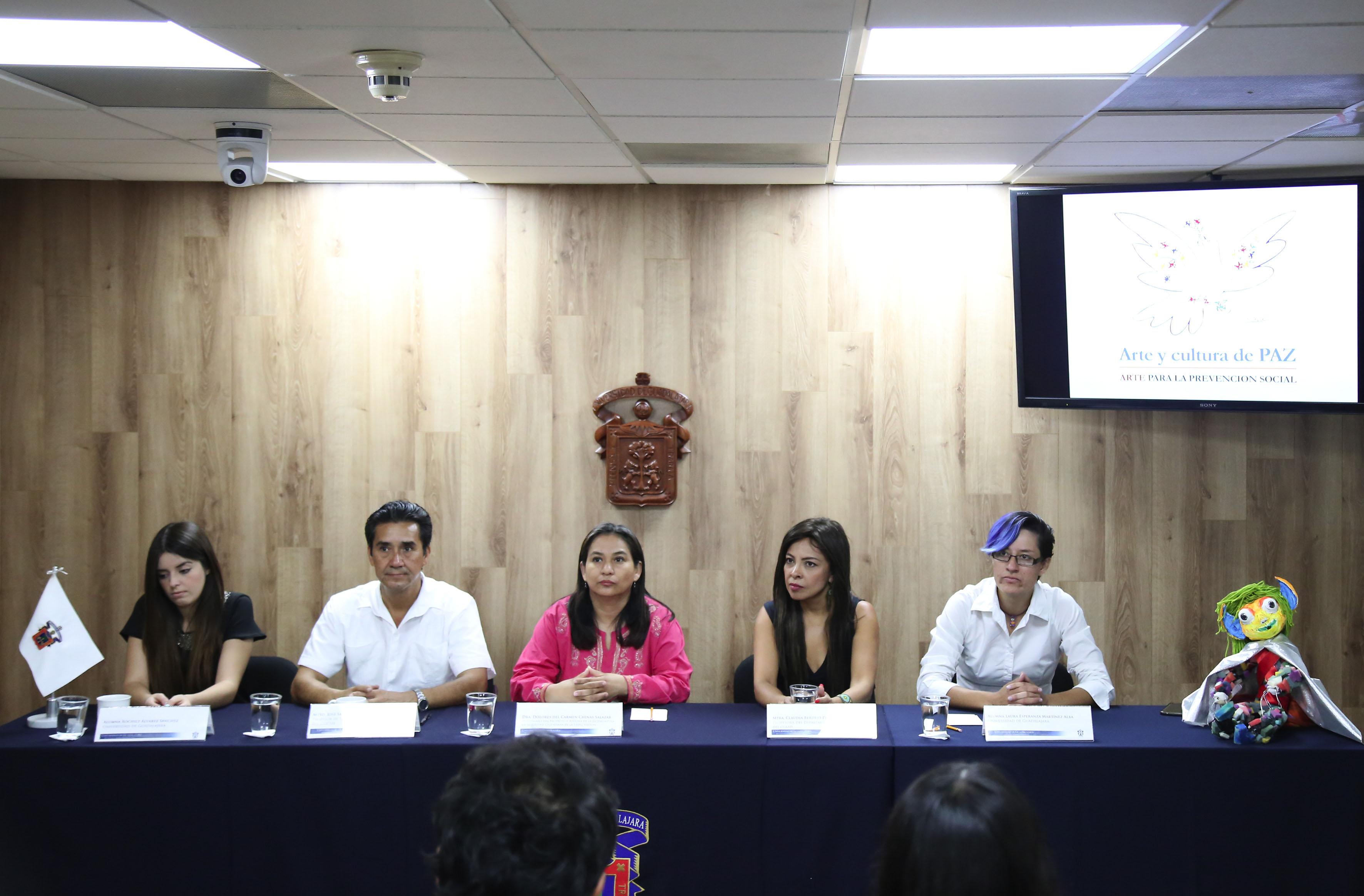 """Panelistas participantes en la presentación del proyecto """"Arte y cultura de paz. Arte para la prevención social"""" para combatir el delito."""