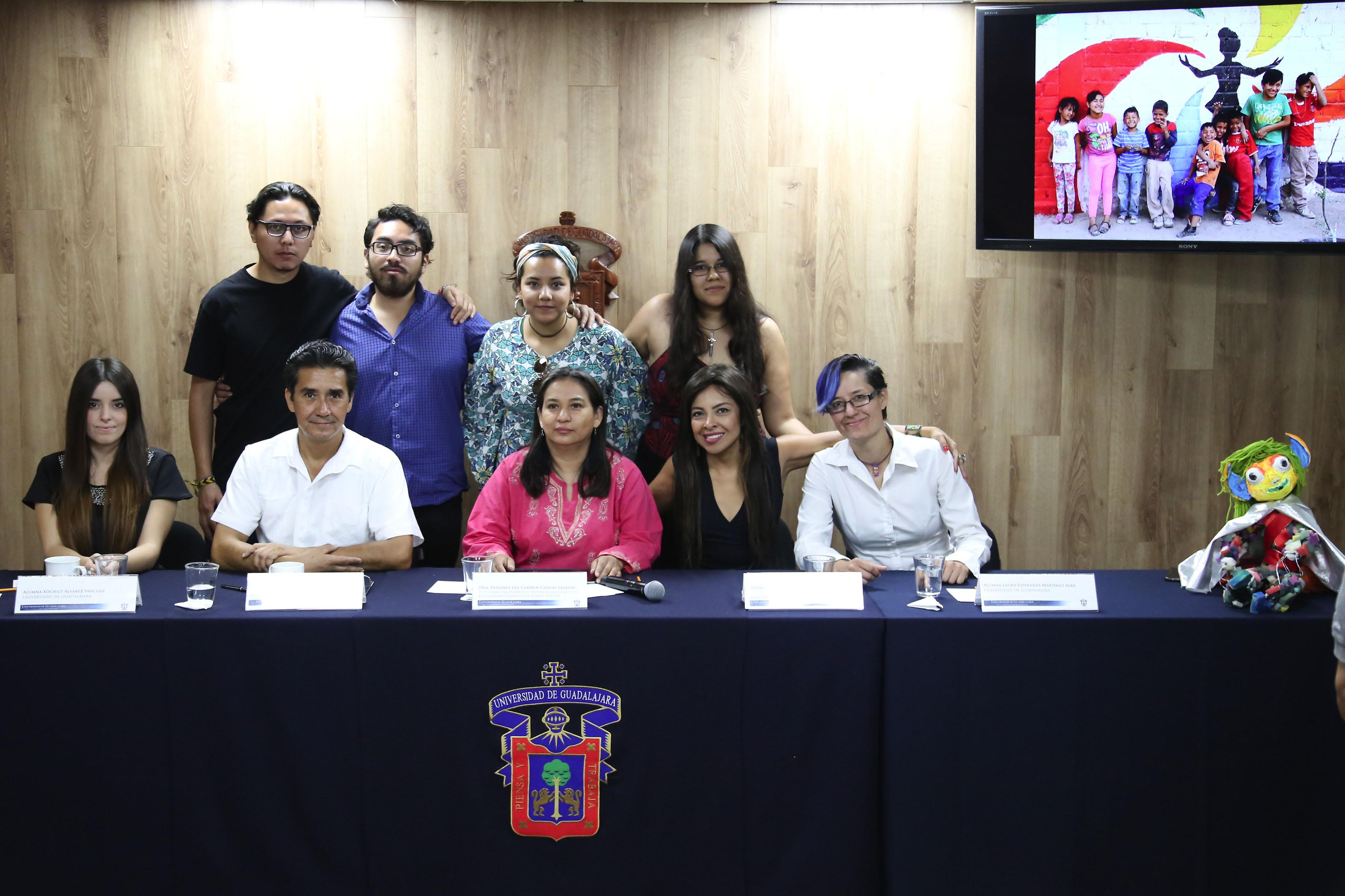 Panelistas y estudiantes participantes del proyecto.