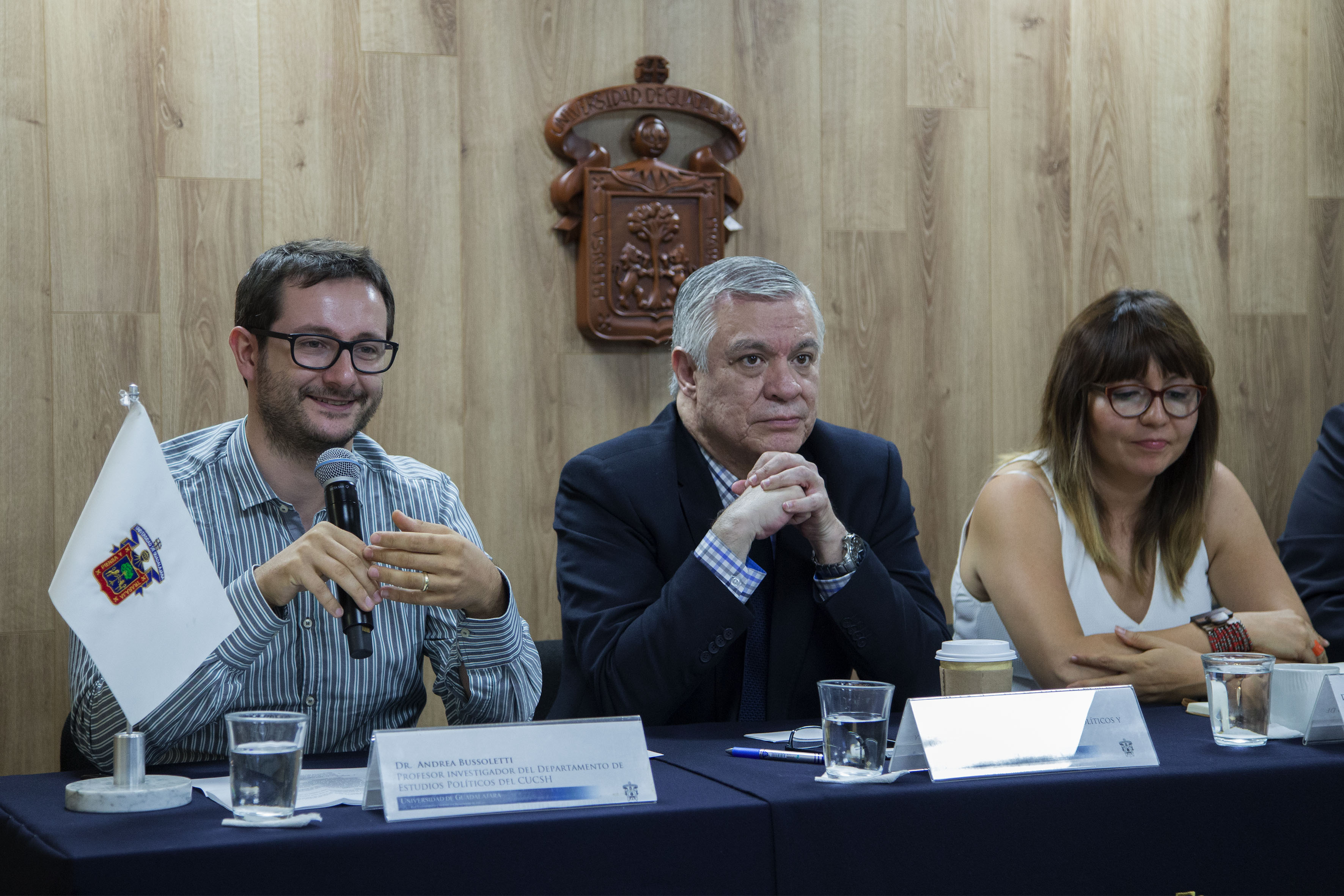 Doctor Andrea Bussoletti, profesor e investigador del Departamento de Estudios Políticos, haciendo uso de la palabra.