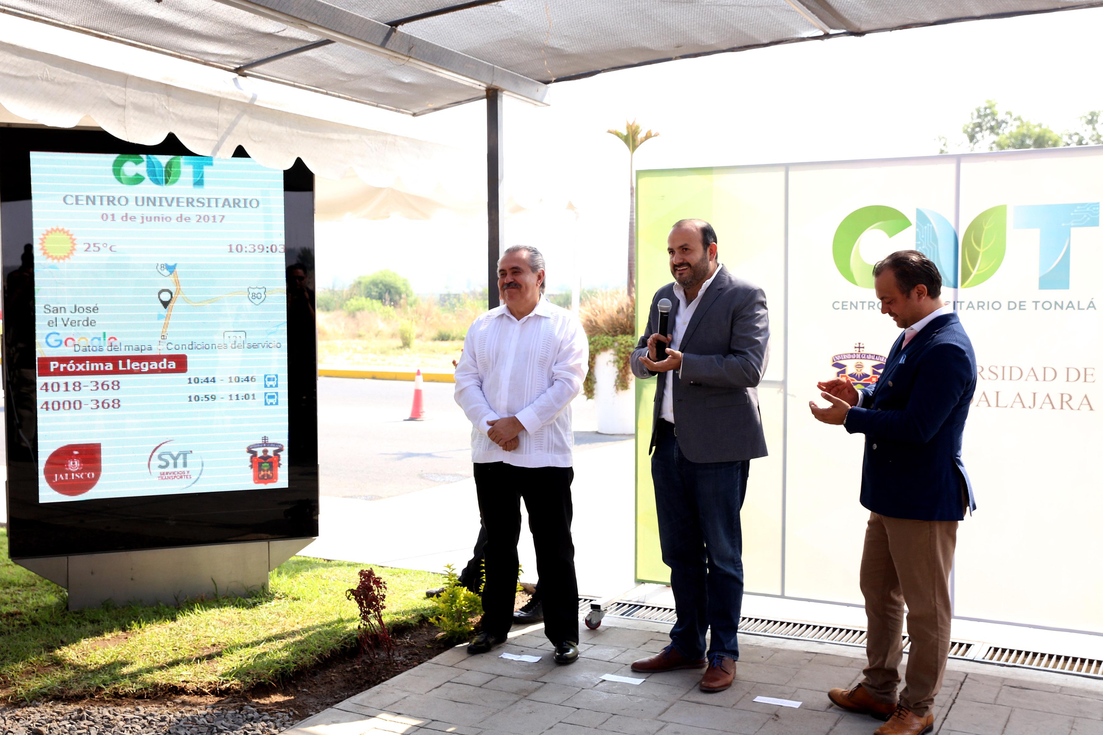 Rector de CUTonalá, doctor Ricardo Villanueva Lomelí, haciendo uso de la palabra