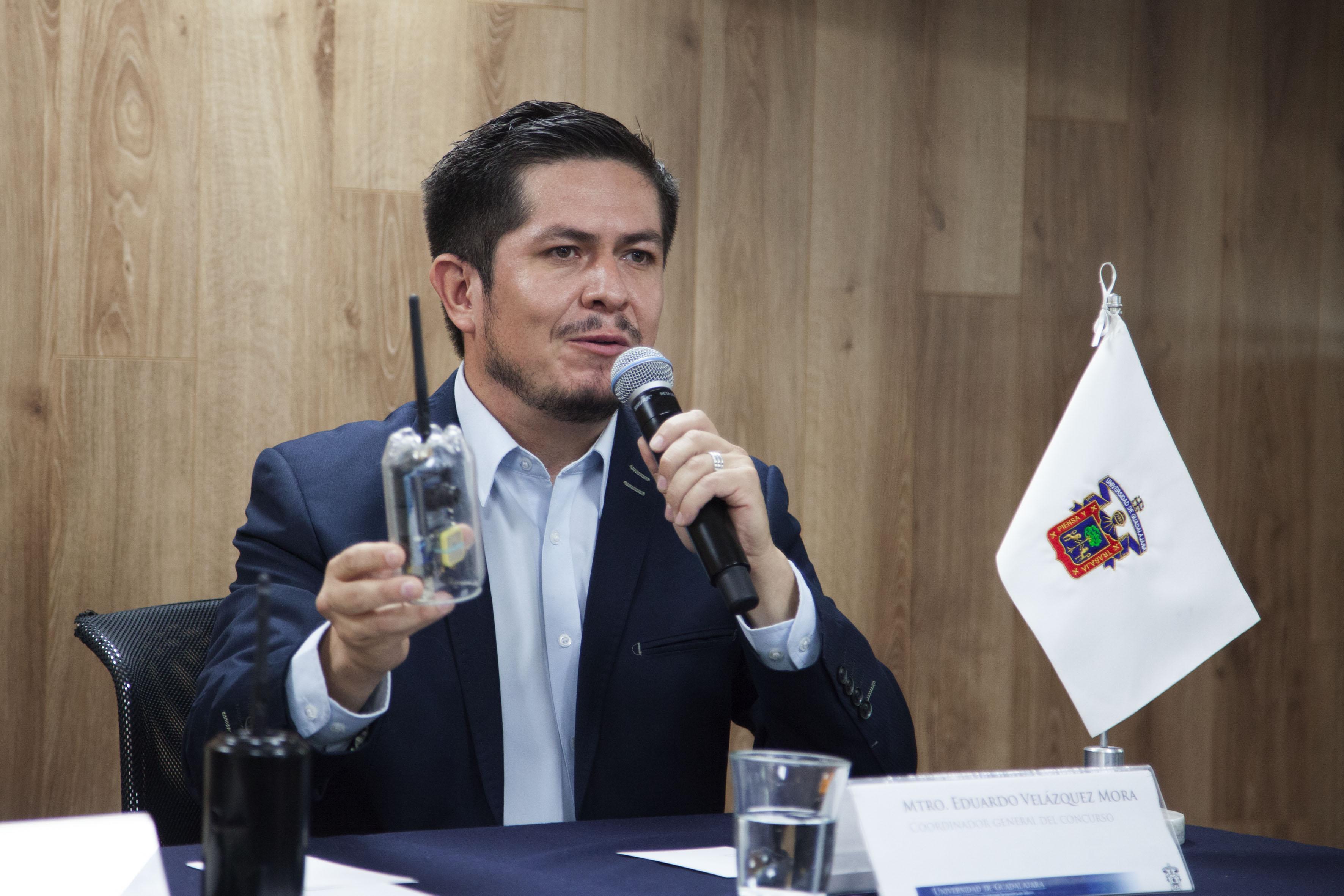 Dr.  Eduardo Velázquez Mora, coordinador del concurso participando en rueda de prensa