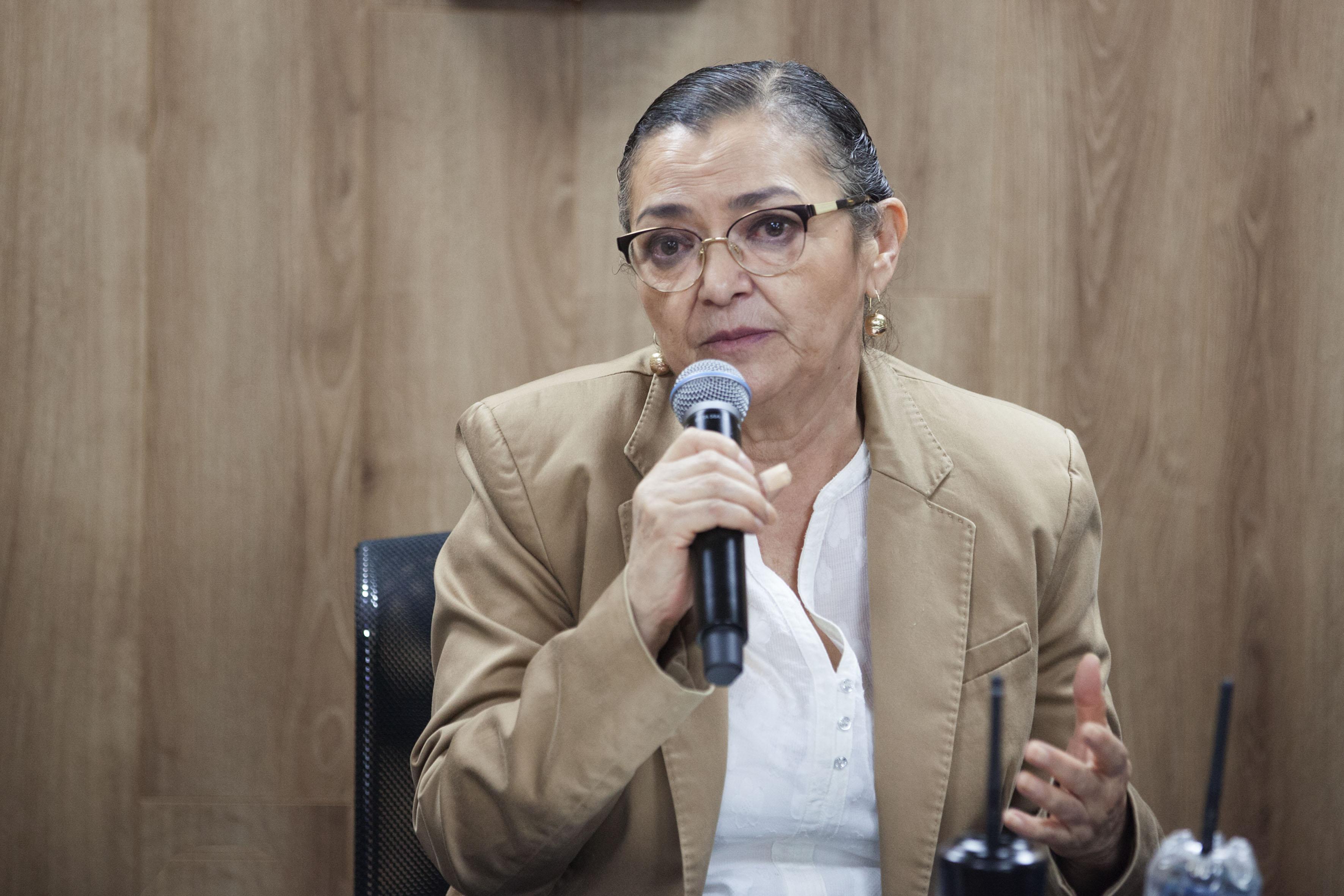 Rectora del CUCEI, doctora Ruth Padilla Muñoz participando en rueda de prensa