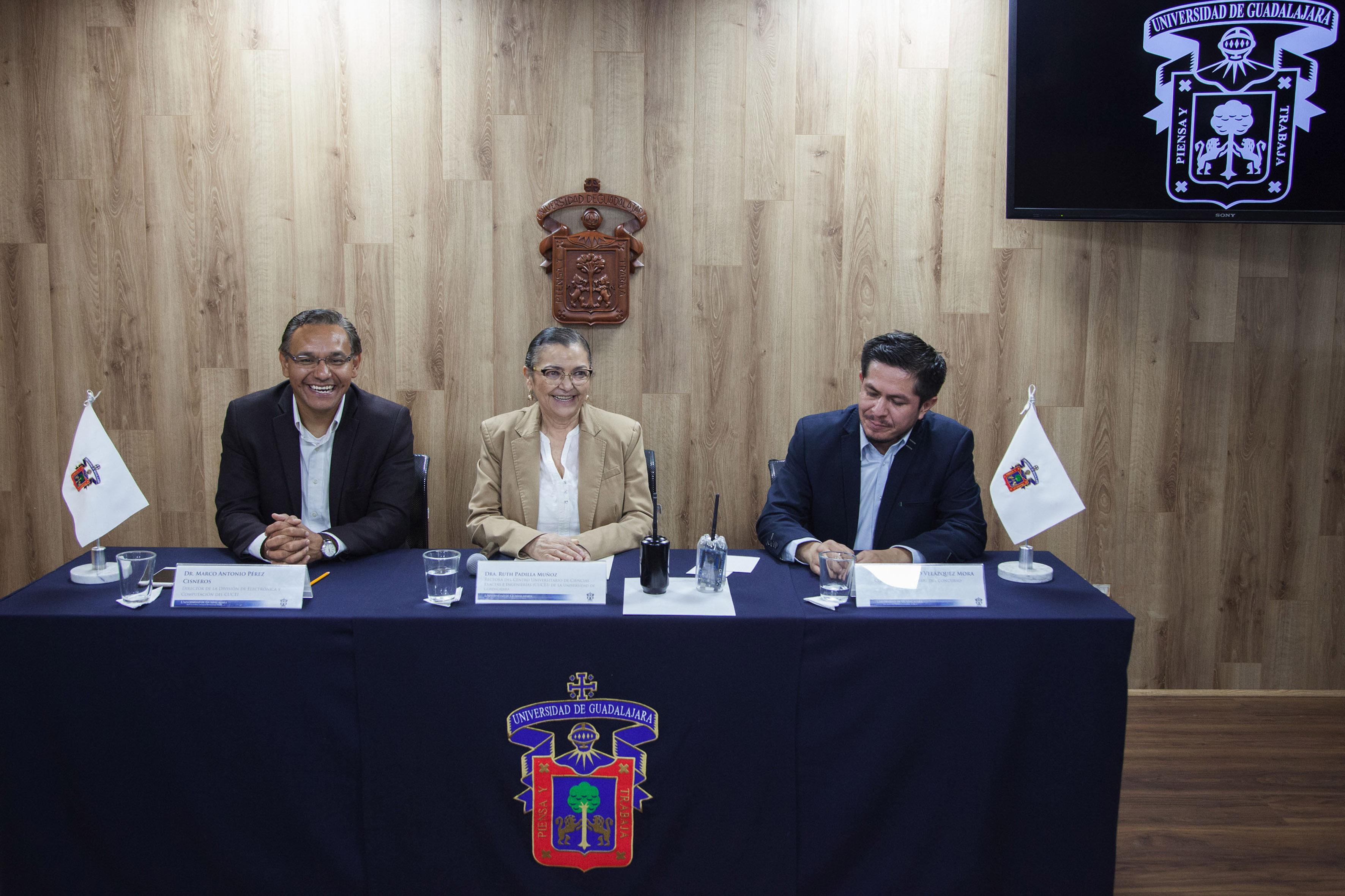 Rueda de prensa para presentar el concurso CUCEI CanSat 2017, organizado por el Centro Universitario de Ciencias Exactas e Ingenierías (CUCEI), de la Universidad de Guadalajara.