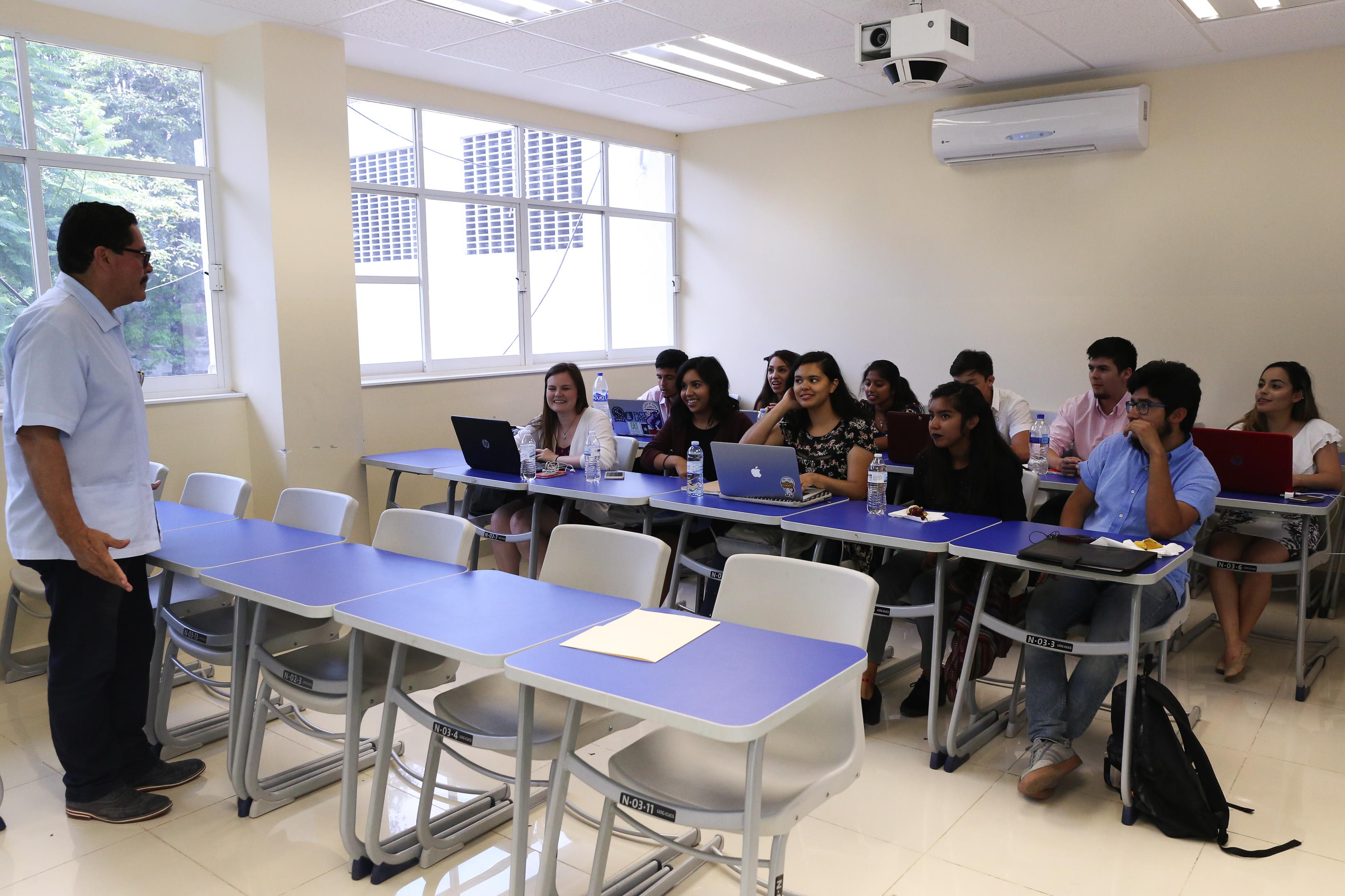 Segunda generación de estudiantes de la Universidad de Texas en San Antonio, concluyó estancia académica en CUCS