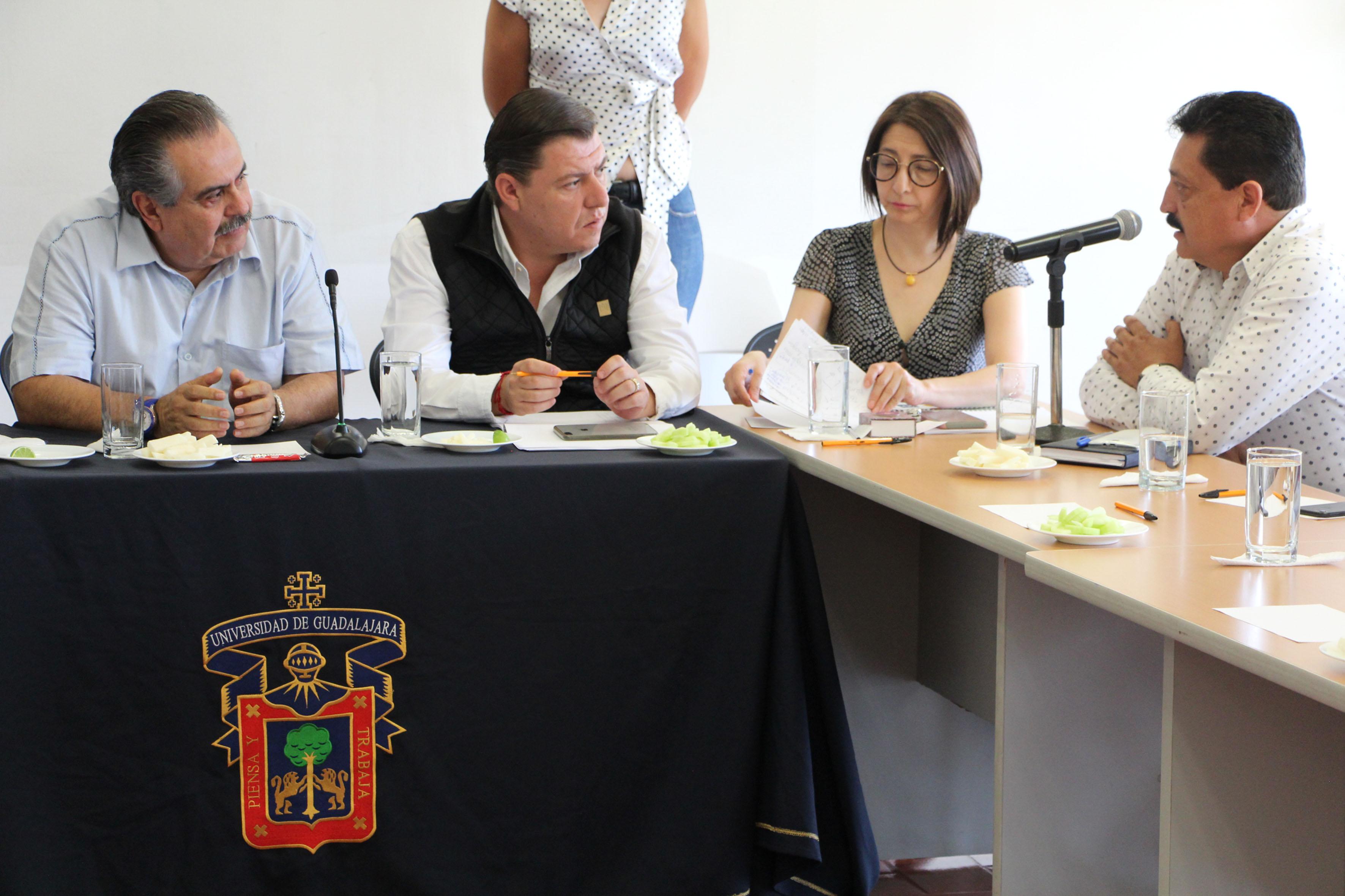 Autoridad universitaria del centro, manifestando necesidades a Secretario de Movilidad del Estado de Jalisco.