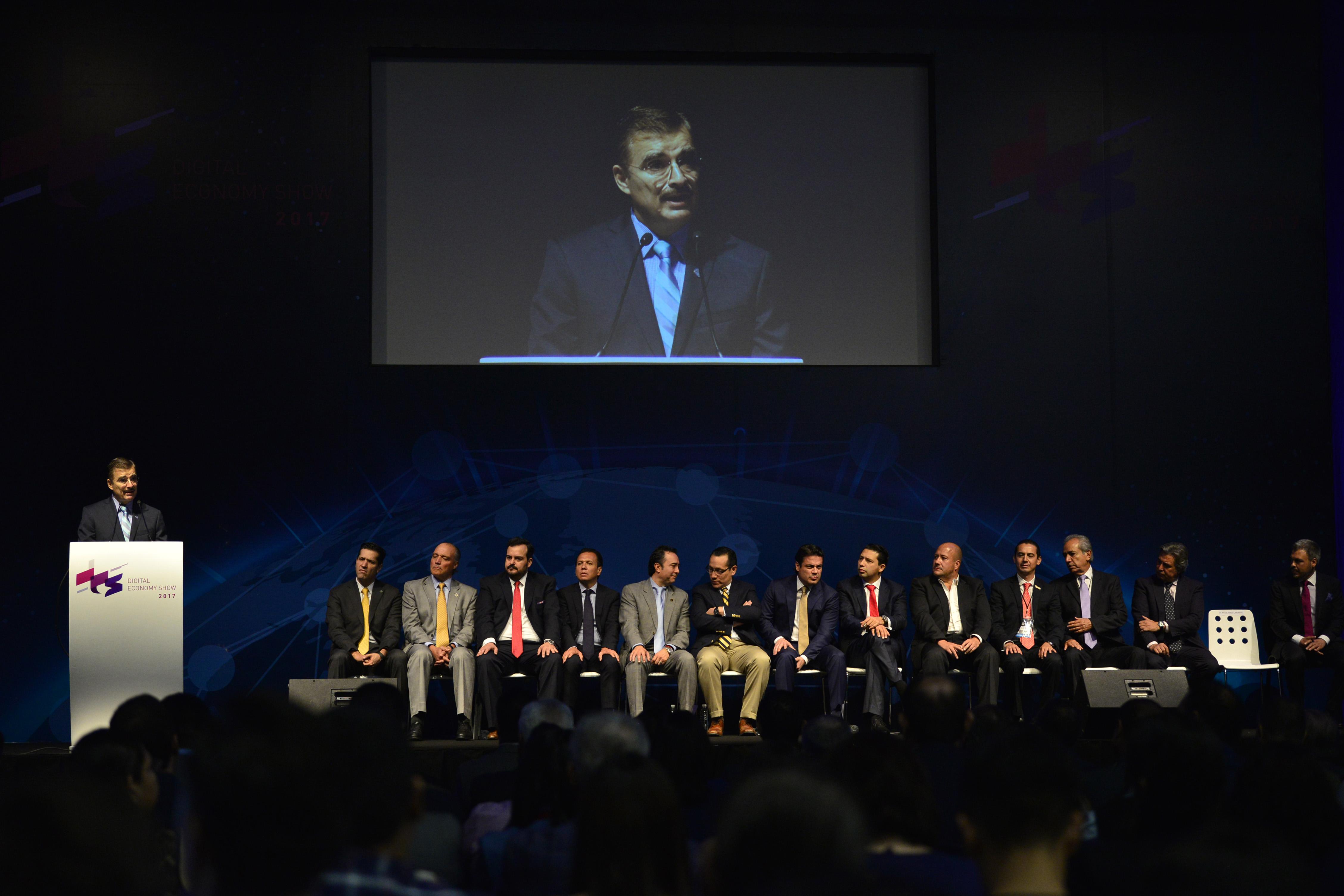 """Maestro Itzcóatl Tonatiuh Bravo Padilla, Rector General de la Universidad de Guadalajara, participando en la inauguración del """"Digital Economy Show 2017""""."""