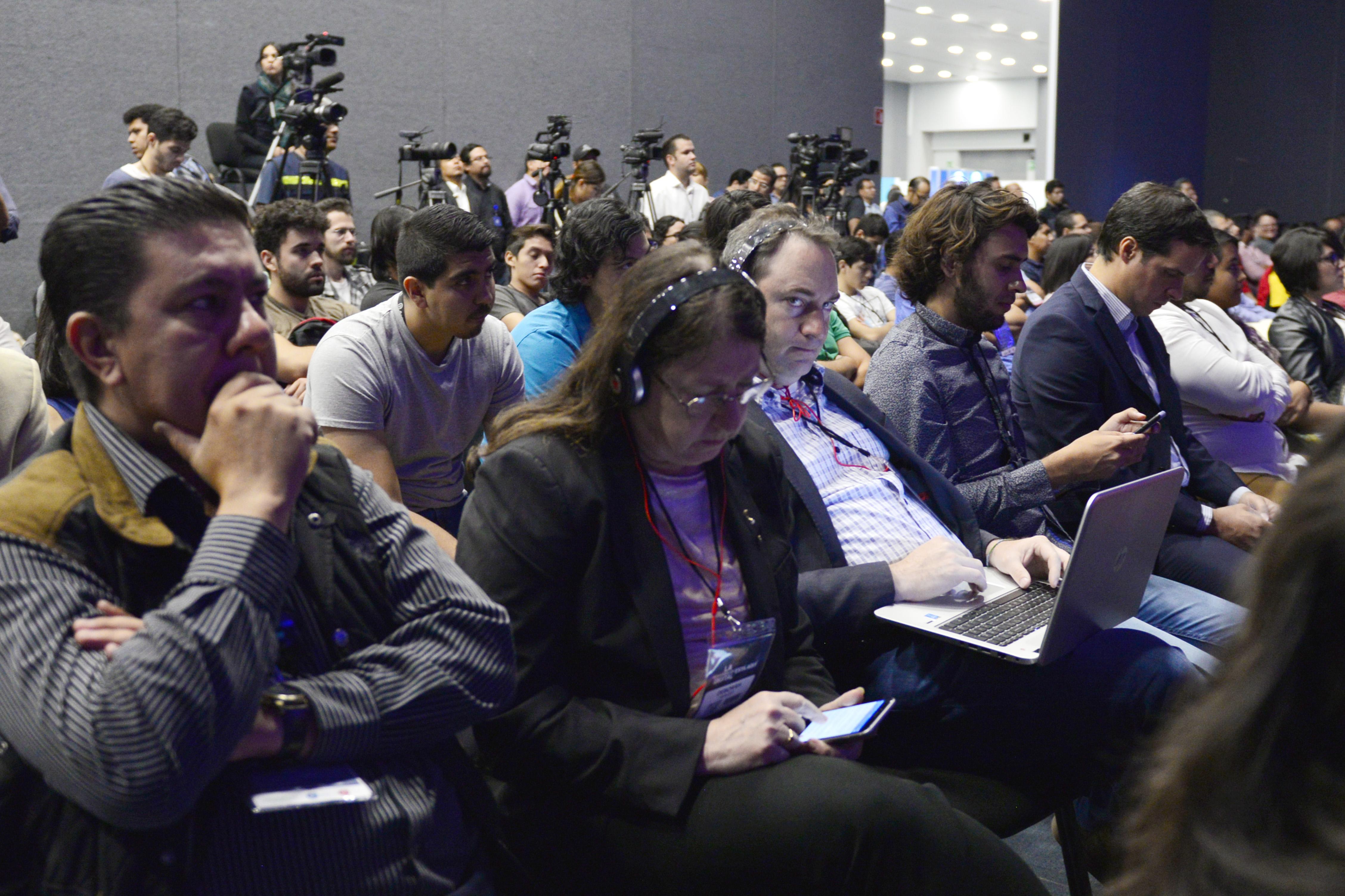 """Miembros de la prensa y público asistente al acto inaugural del """"Digital Economy Show 2017""""."""