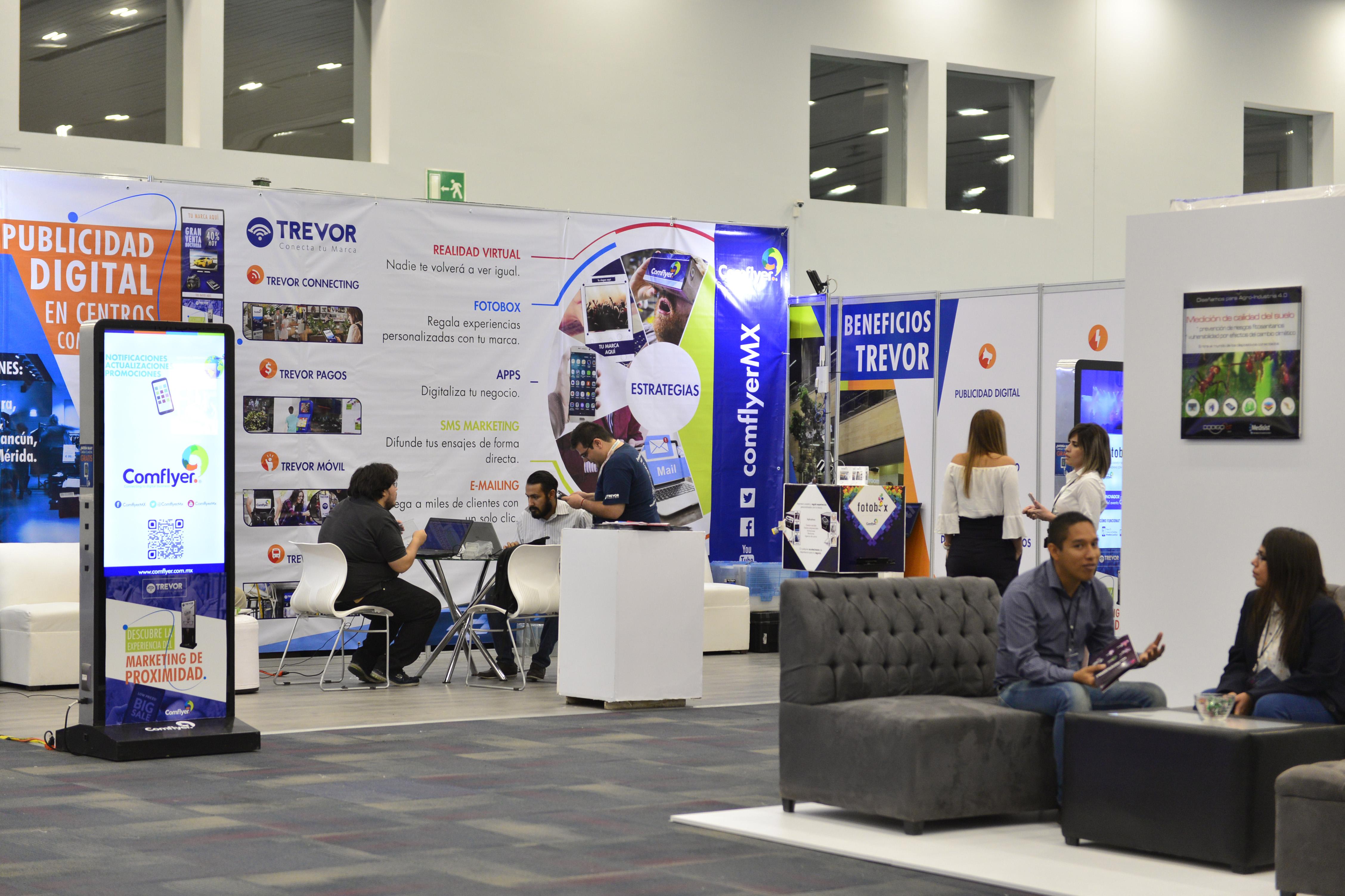 """Proveedores, creativos, desarrolladores y expertos en la industria tecnológica, participando en los stands del """"Digital Economy Show 2017"""", con sede en el recinto Expo Guadalajara."""