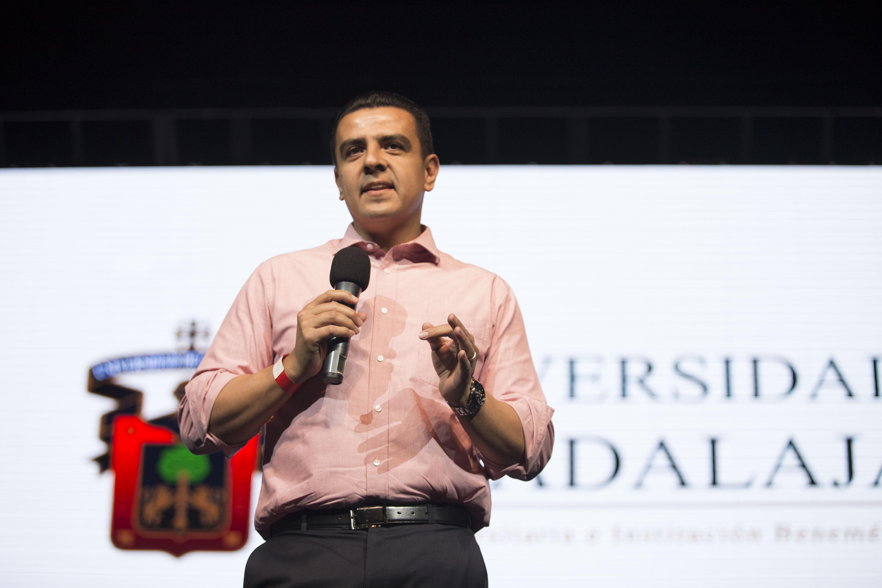 El doctor Luis Alberto Gutiérrez Díaz de León, haciendo uso de la palabra