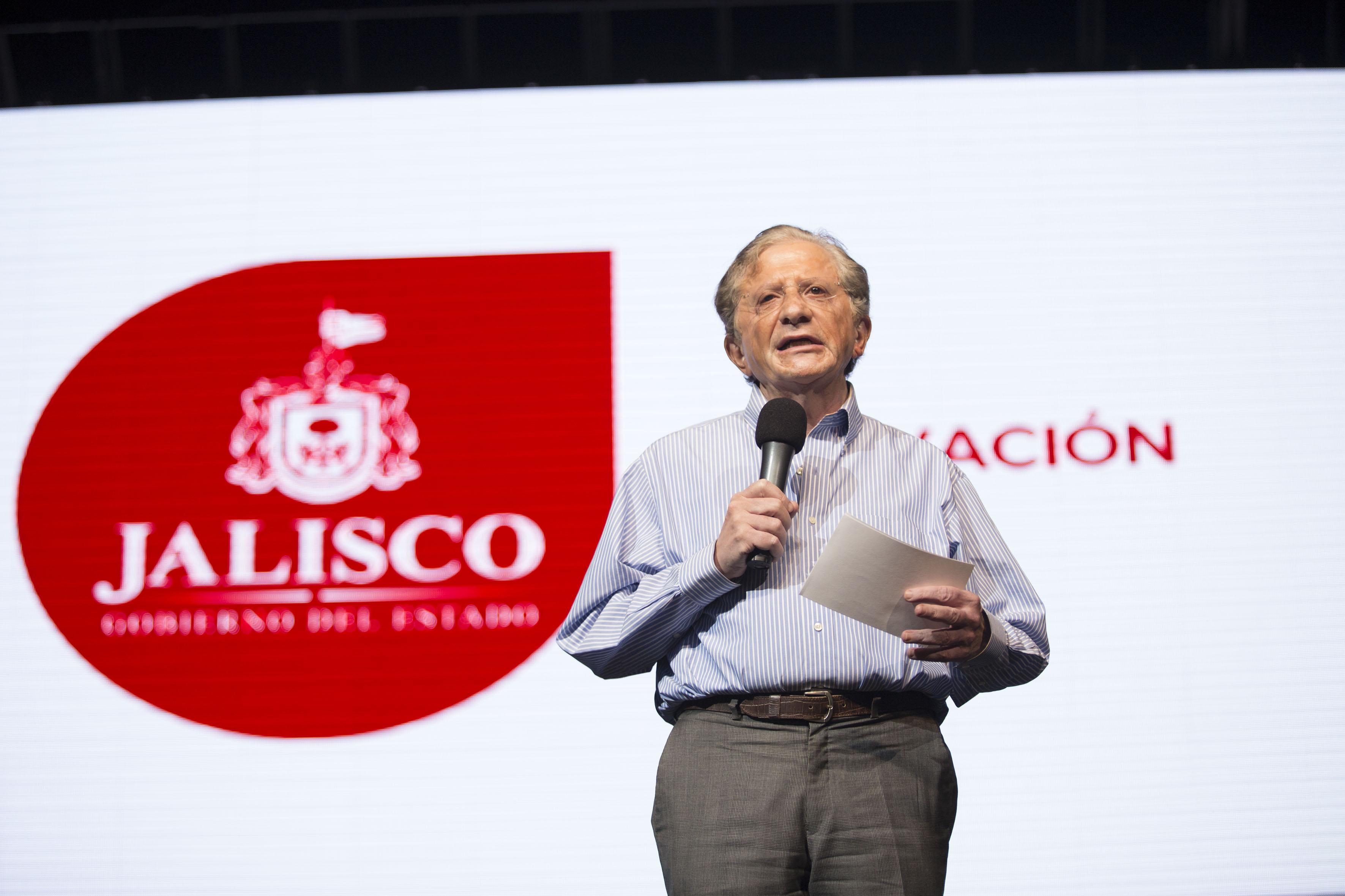 El secretario de Innovación, Ciencia y Tecnología de Jalisco, maestro Jaime Reyes Robles haciendo uso de la palabra
