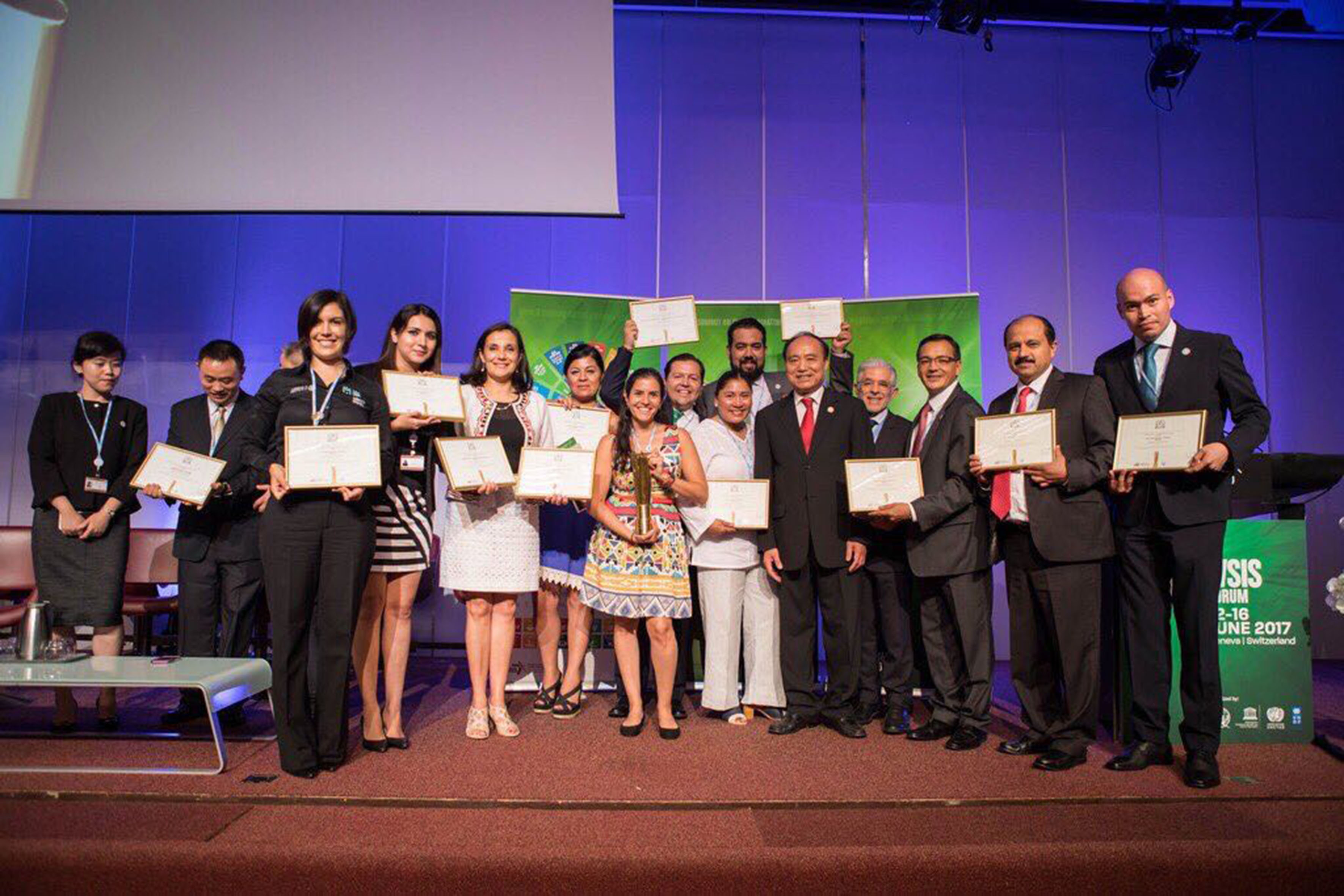 Ganadores del premio de la Unión Internacional de Telecomunicaciones (UIT), en el marco de la Cumbre Mundial de la Sociedad de la Información 2017 (WSIS por sus siglas en inglés).