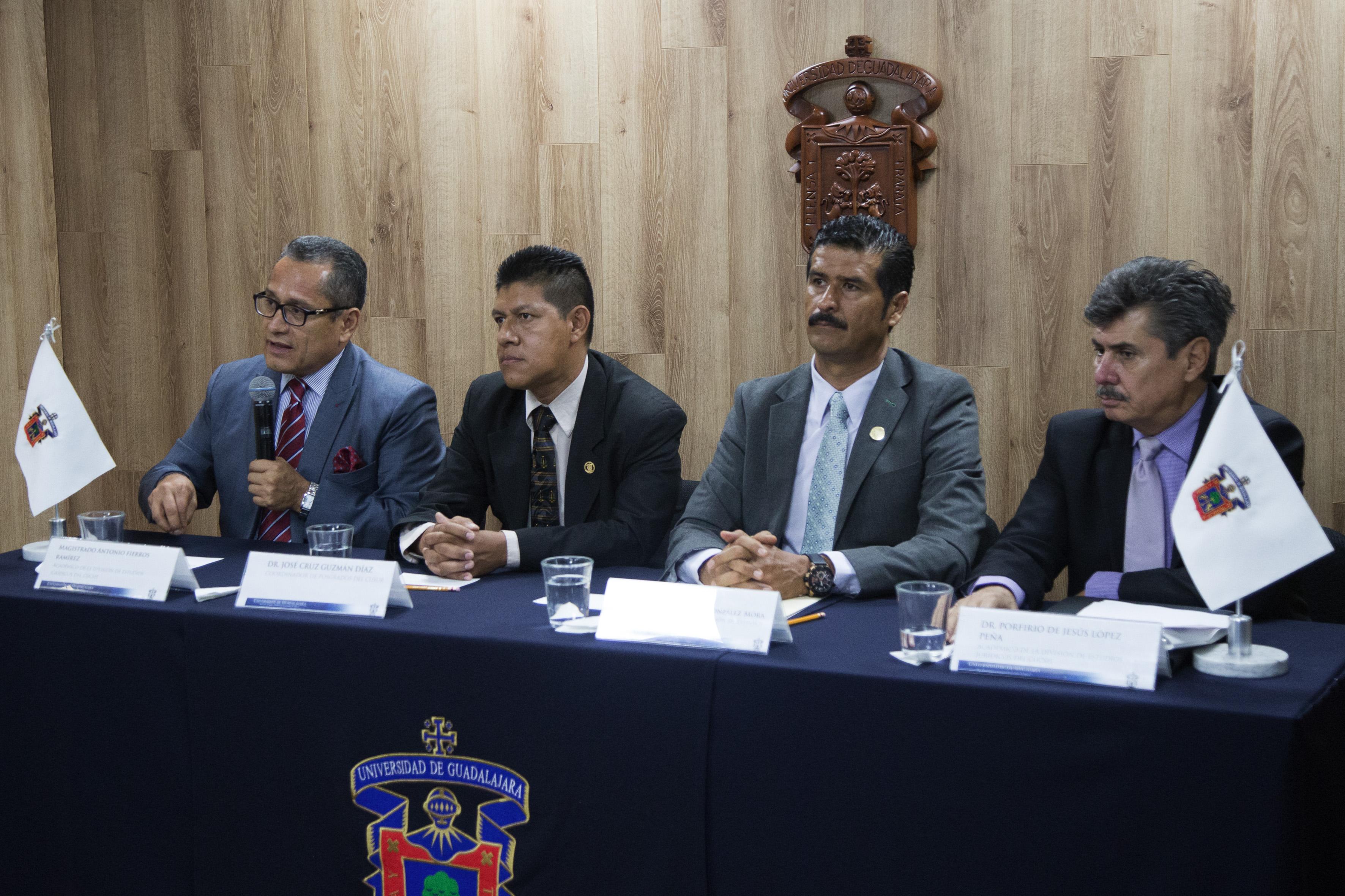 Magistrado y académico de la UdeG, doctor Antonio Fierros Ramírez participando en rueda de prensa