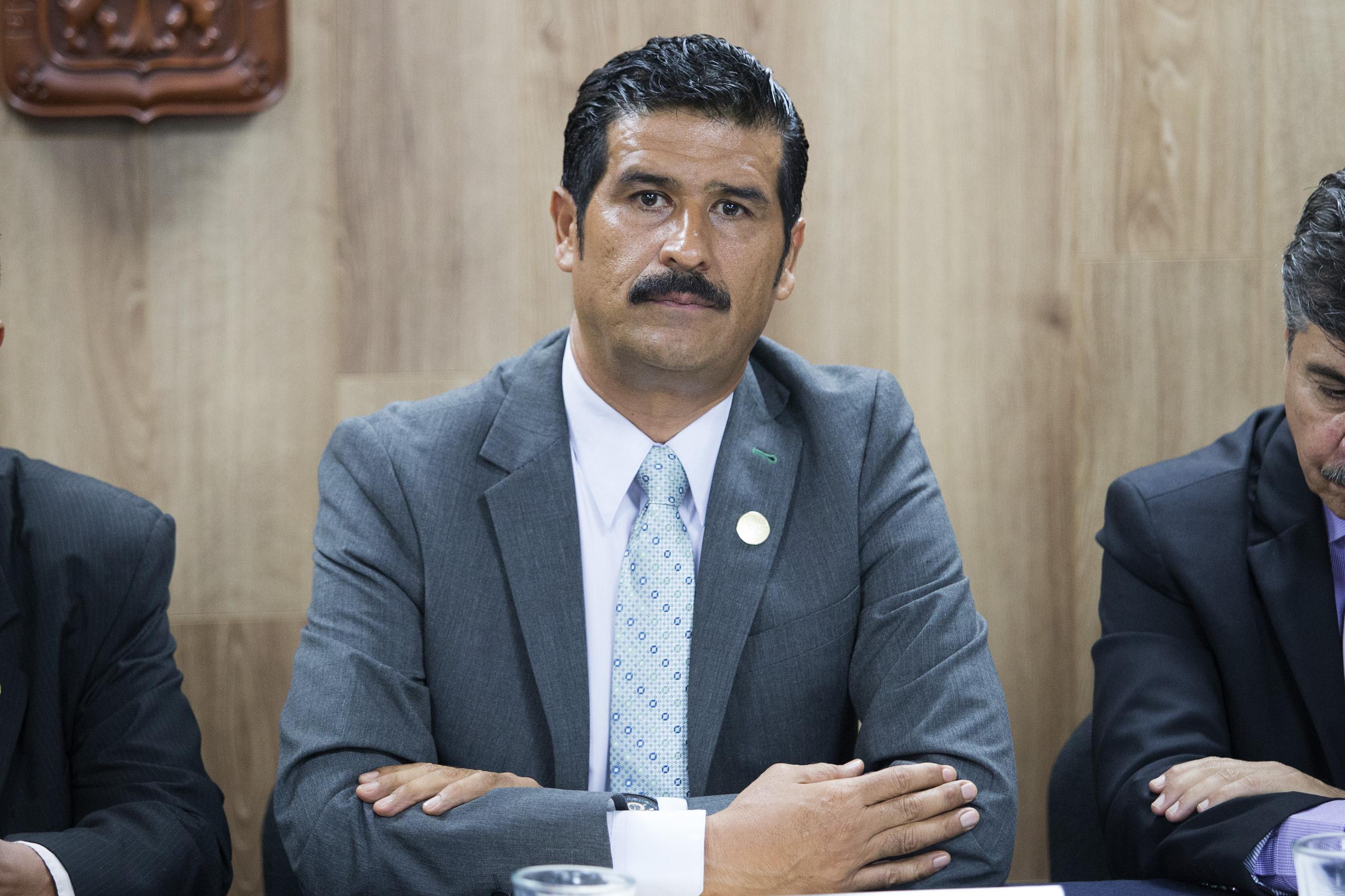 Dr. Marco Antonio González Mora, secretario de la División de Estudios Jurídicos  del Centro Universitario de Ciencias Sociales y Humanidades (CUCSH) haciendo uso de la palabra en rueda de prensa
