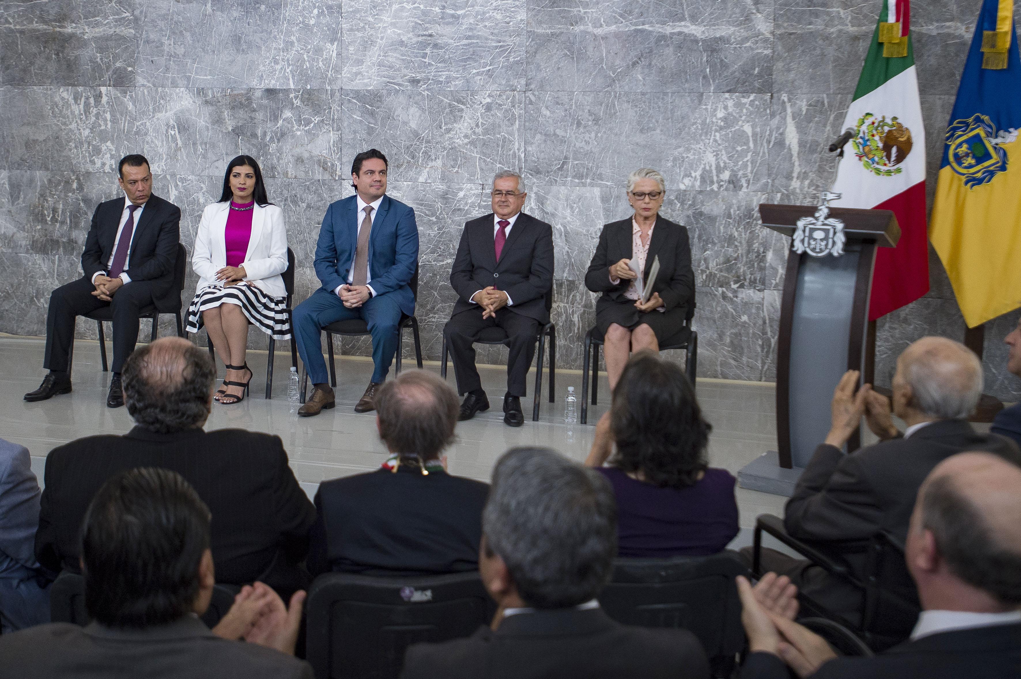 Ceremonia de entrega de las distinciones que se realizó en el marco de la conmemoración del 194 Aniversario de la Creación del Estado Libre y Soberano de Jalisco, en el exrecinto Legislativo de Palacio de Gobierno.