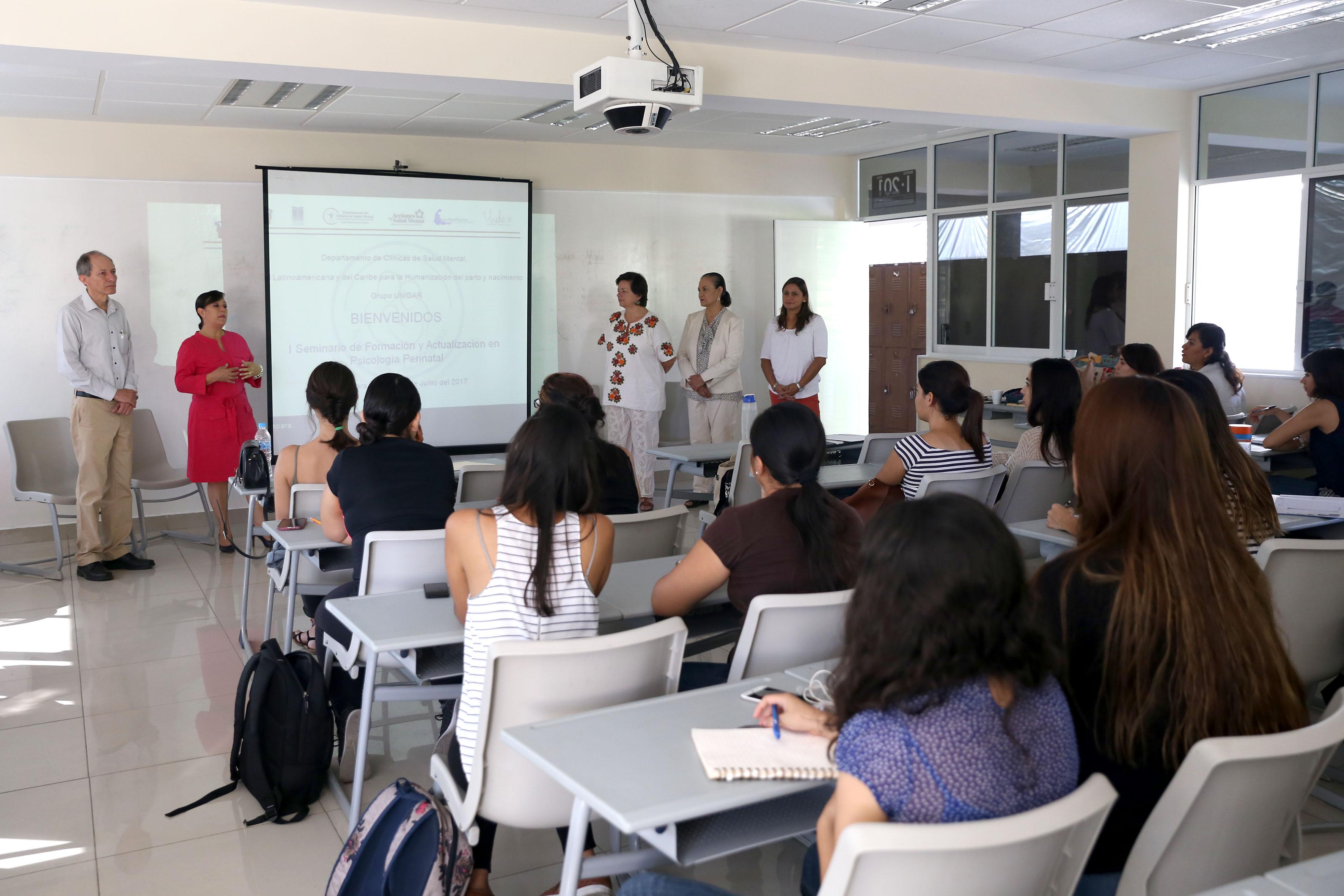 alumnos en seminario de actualizacion de psicologia