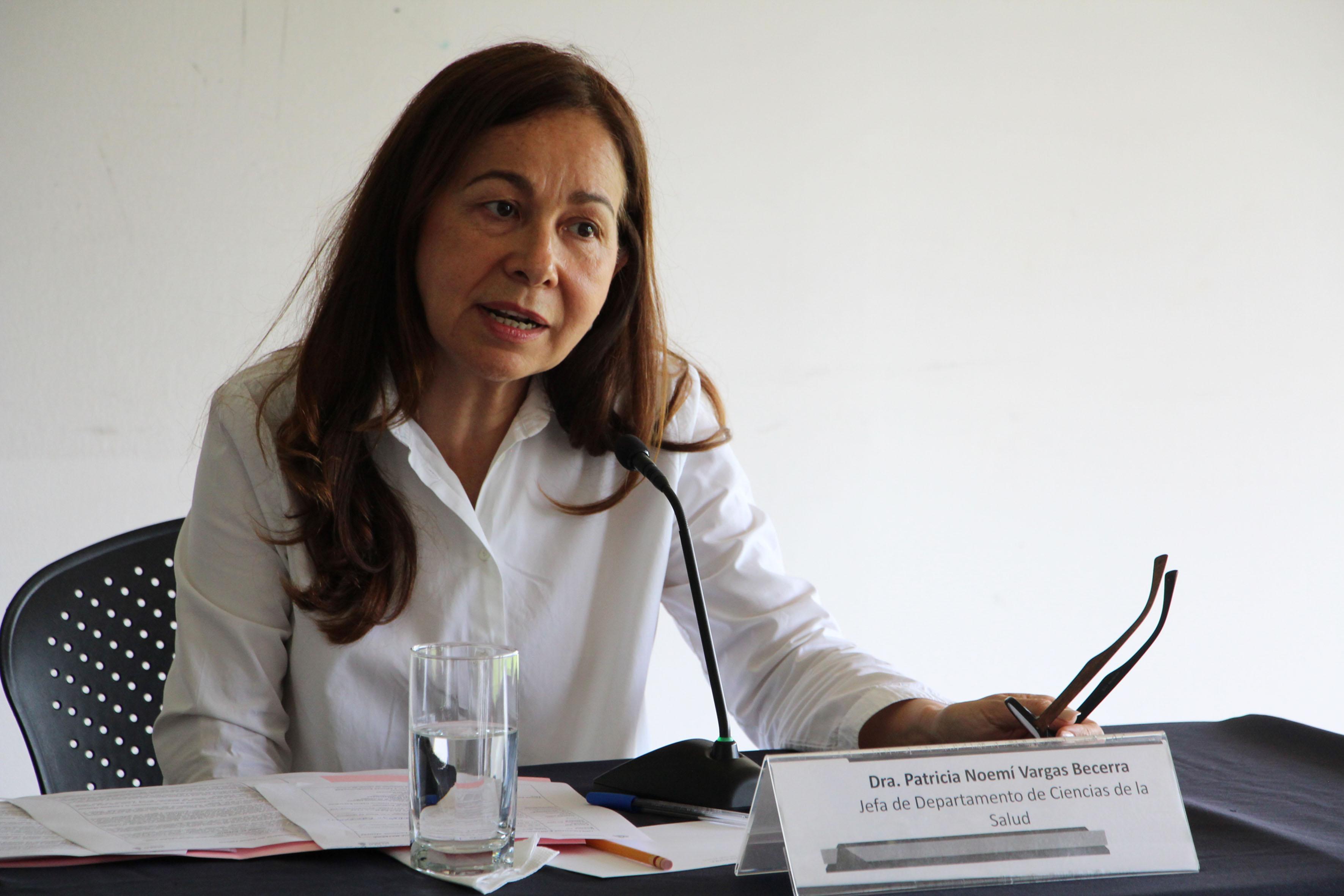 Jefa del Departamento de Ciencias de la Salud, del Centro Universitario de los Altos (CUAltos), doctora Patricia Vargas Becerra, haciendo uso de la palabra