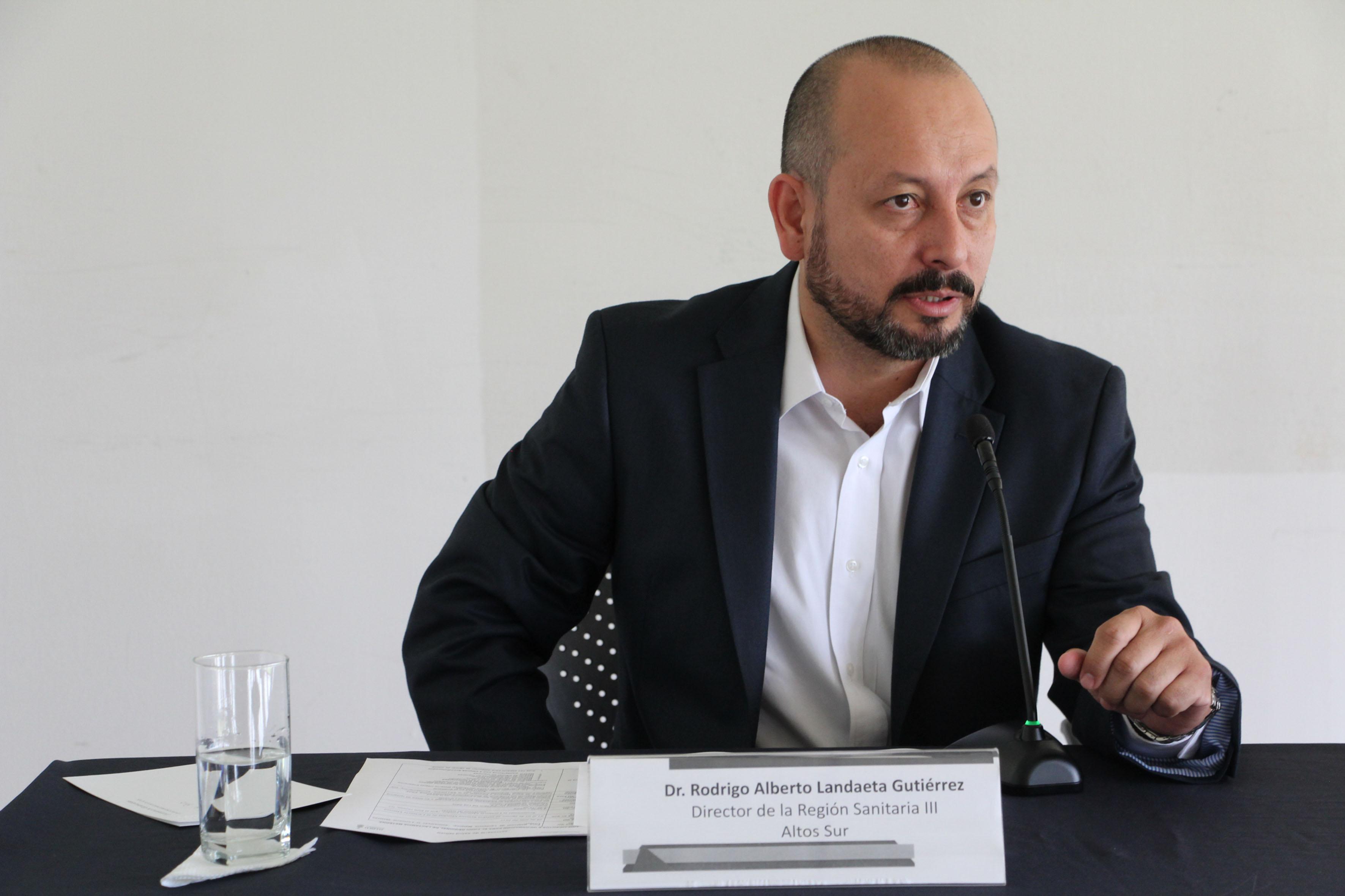 Dr. Rodrigo Alberto Landaeta Gutierrez participando en rueda de prensa haciendo uso de la palabra