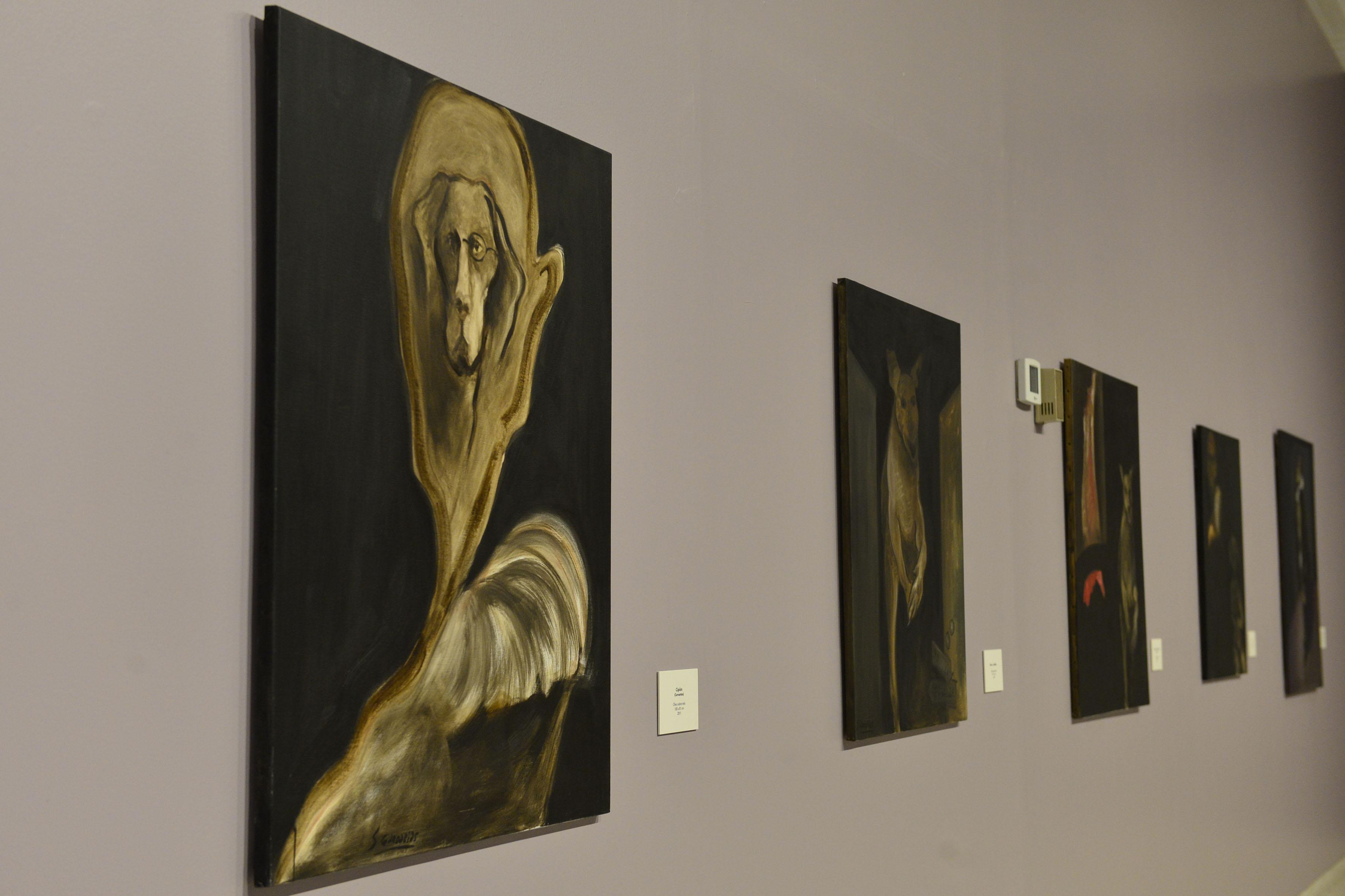 Obras de la exposición: El coloquio de los perros, en el Musa.