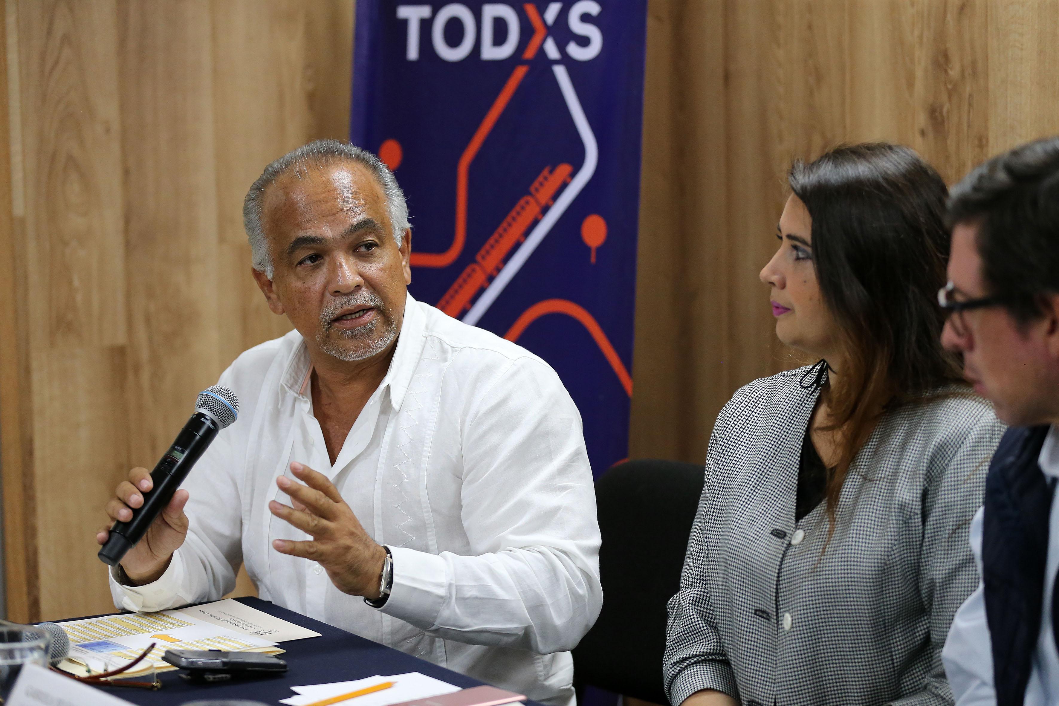 Titular de la Coordinación de Seguridad Universitaria de la UdeG, licenciado Montalberti Serrano Cervantes, participando en rueda de prensa.