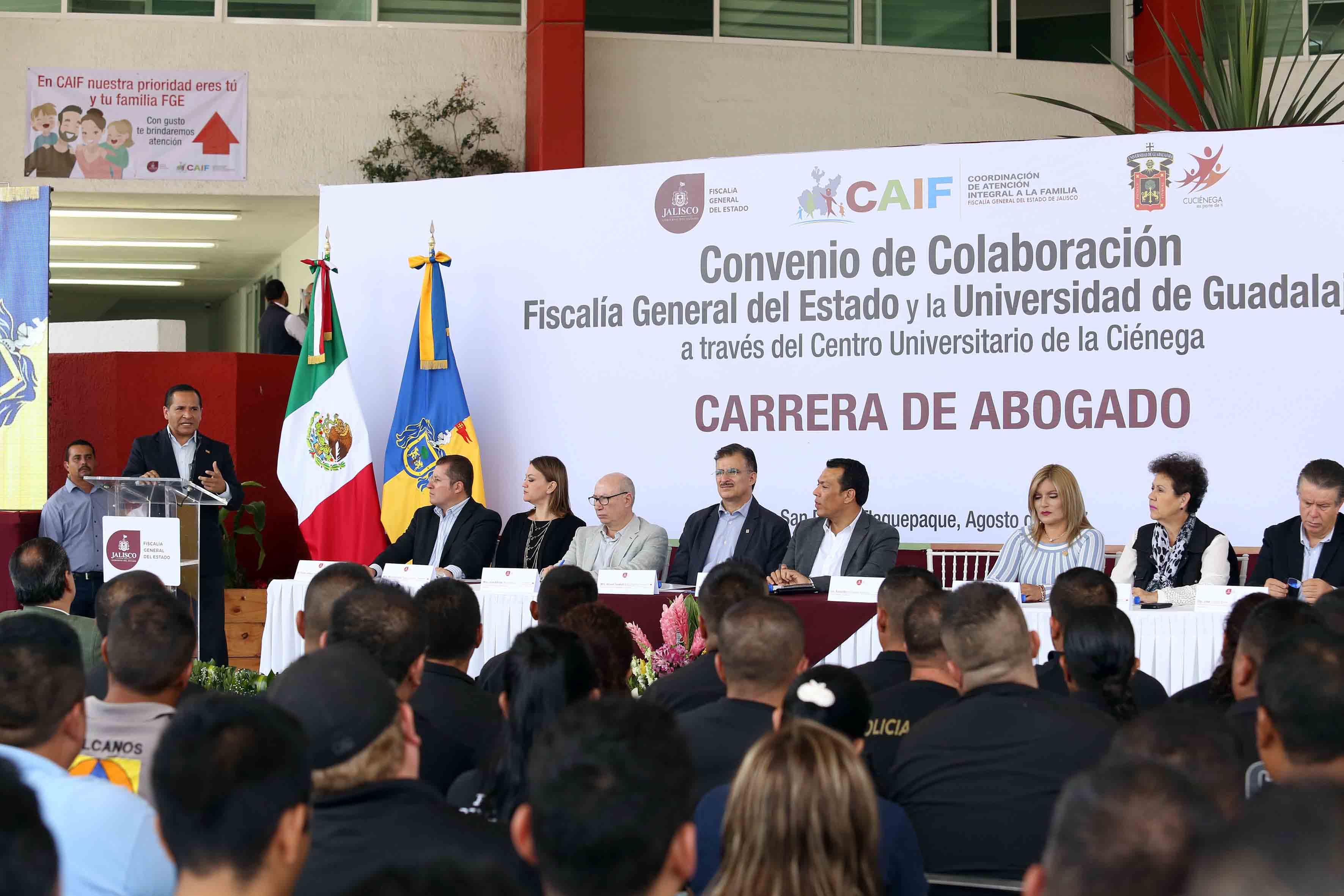 Fiscal General del estado, licenciado Jesús Eduardo Almaguer Ramírez haciendo uso de la palabra