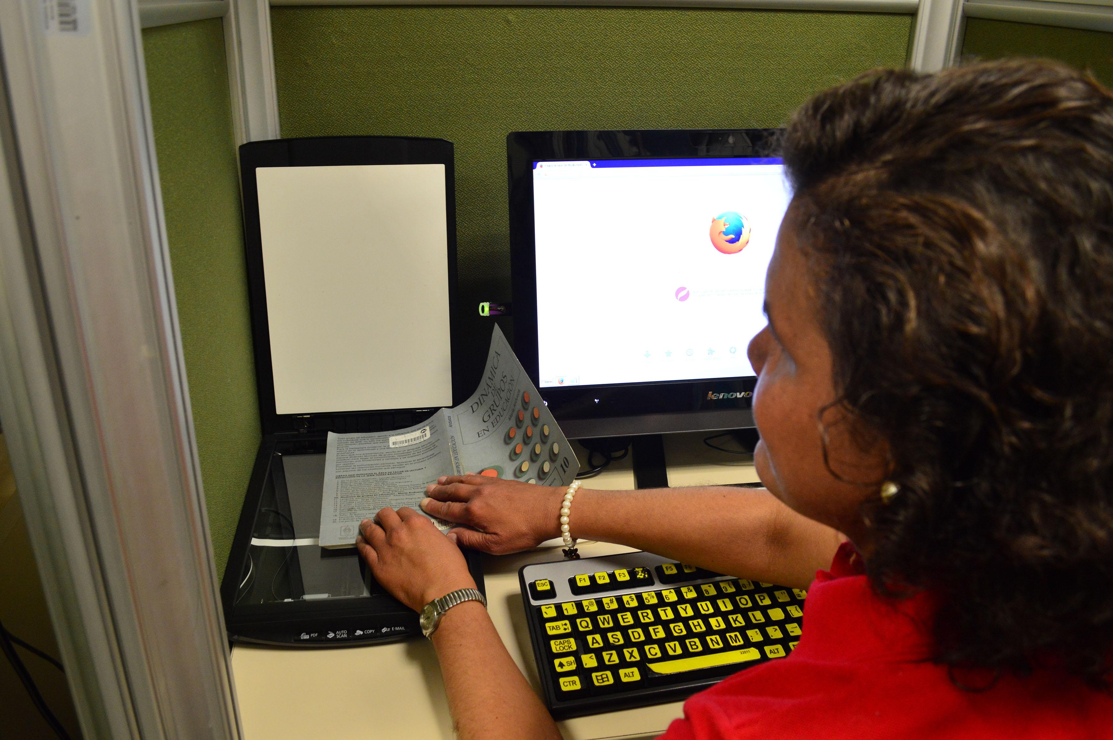 Nereyda Guadalupe Rendón Nieblas es una de los 40 estudiantes con discapacidad que estudia en UDGVirtual
