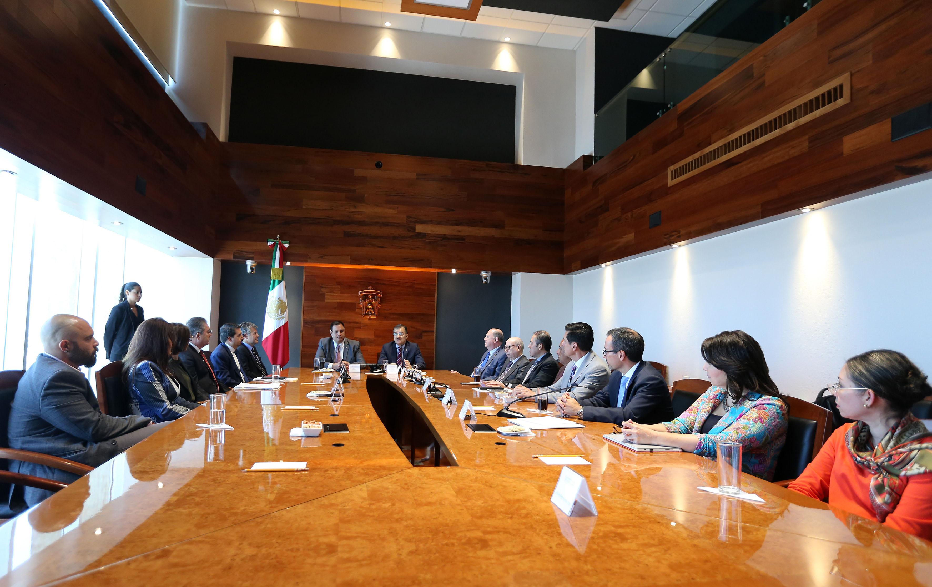 Acuerdo de colaboración firmado entre la Universidad de Guadalajara (UdeG) y la Universidad de Harvard este mediodía en el edificio de Rectoría General.