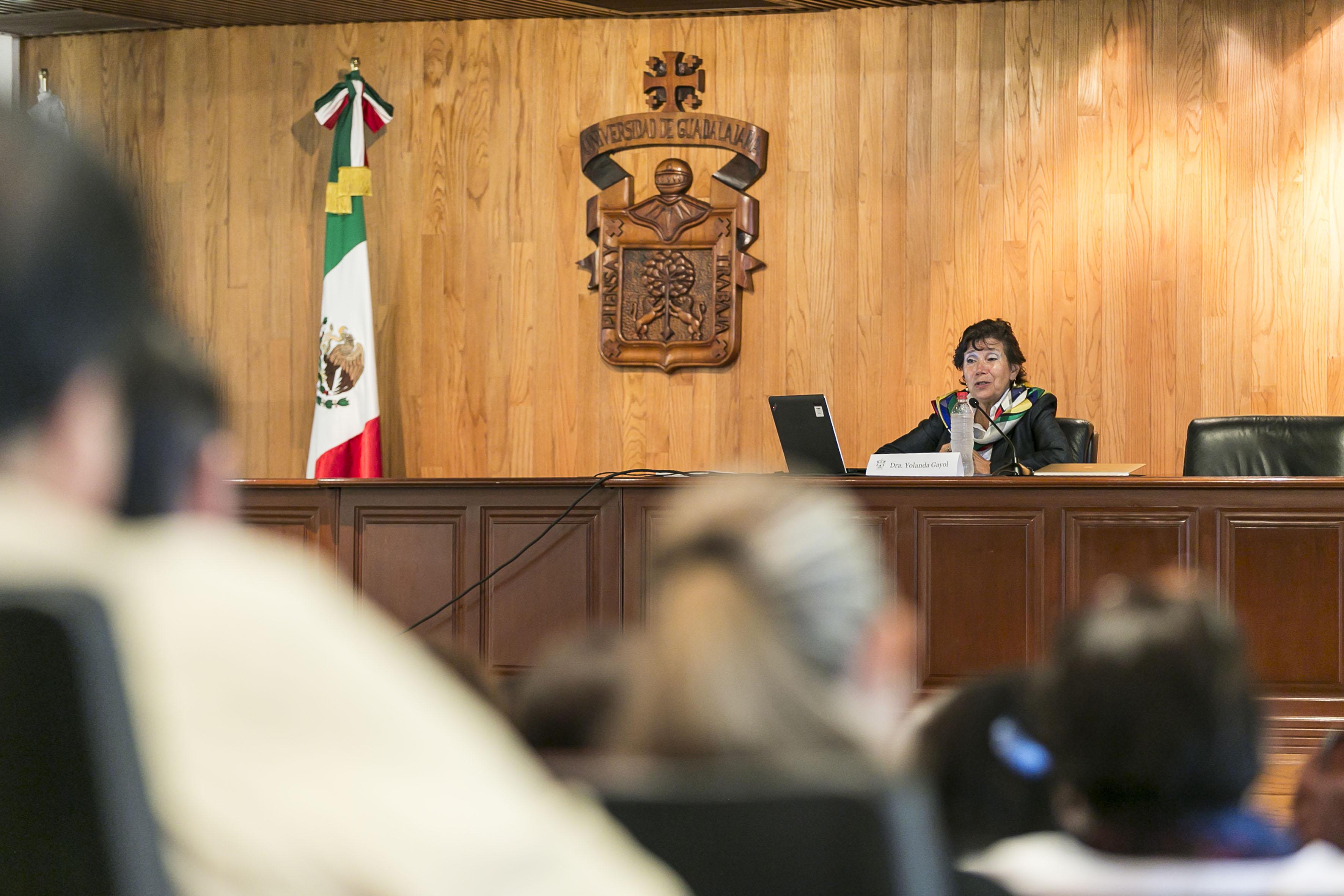 Dra. Yolanda Isabel Gayol Ramírez, de la Universidad Estatal de Pensilvania, durante la conferencia a profesores del Sistema de Educación Media Superior (SEMS), de la Universidad de Guadalajara (UdeG).