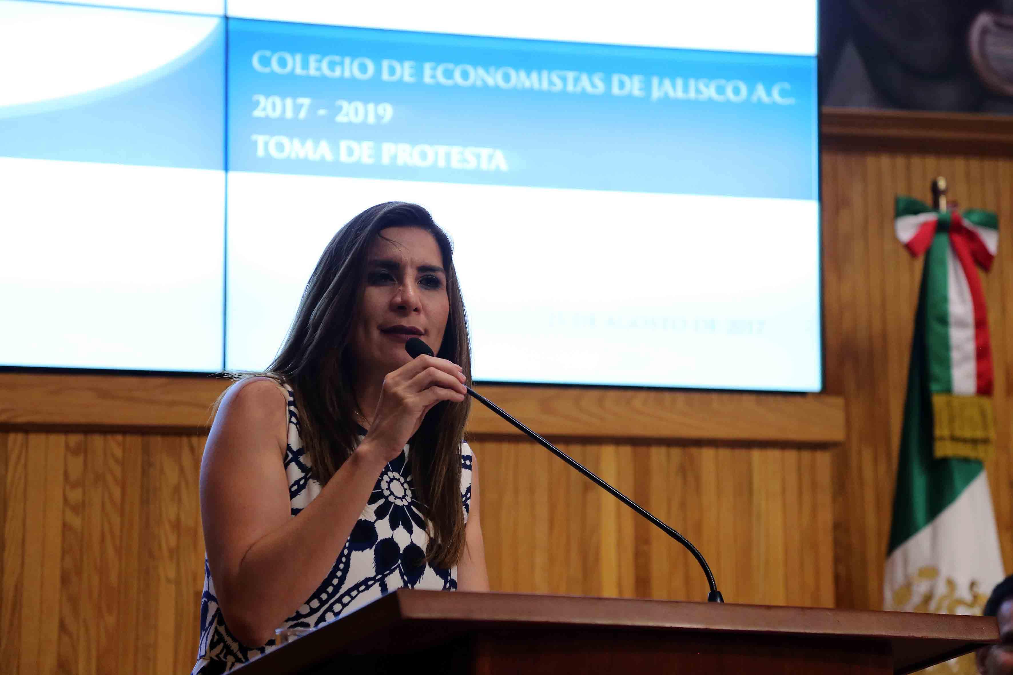 Mtra Soraya Pérez Munguía, Presidenta de la Federación de Colegios de Economistas de la República Mexicana, haciendo uso de la palabra