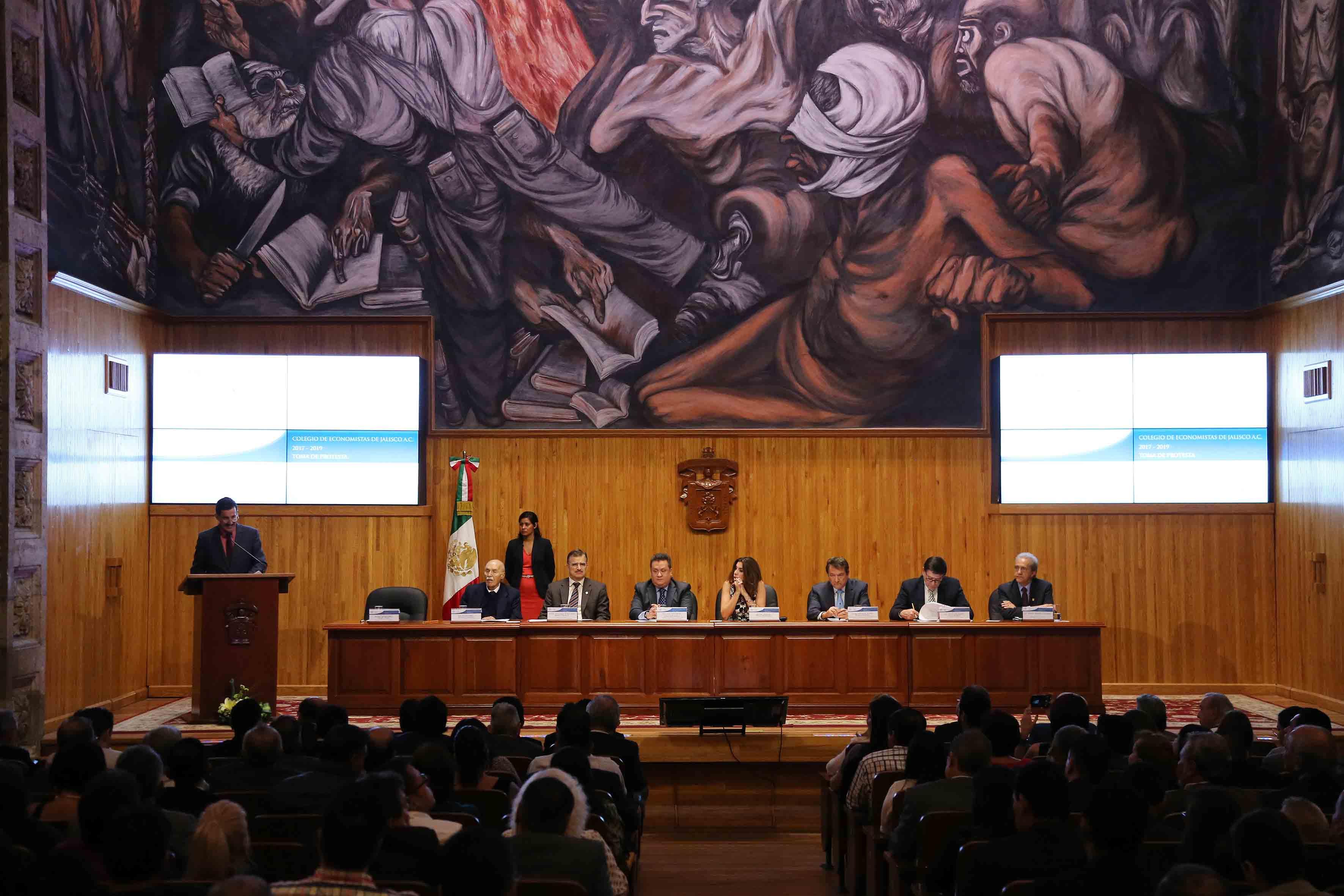 Mtro.  Itzcóatl Tonatiuh Bravo, al acudir como testigo de honor a la toma de protesta de la Mesa Directiva 2017-2019 de ese organismo, en el Paraninfo Enrique Díaz de León.