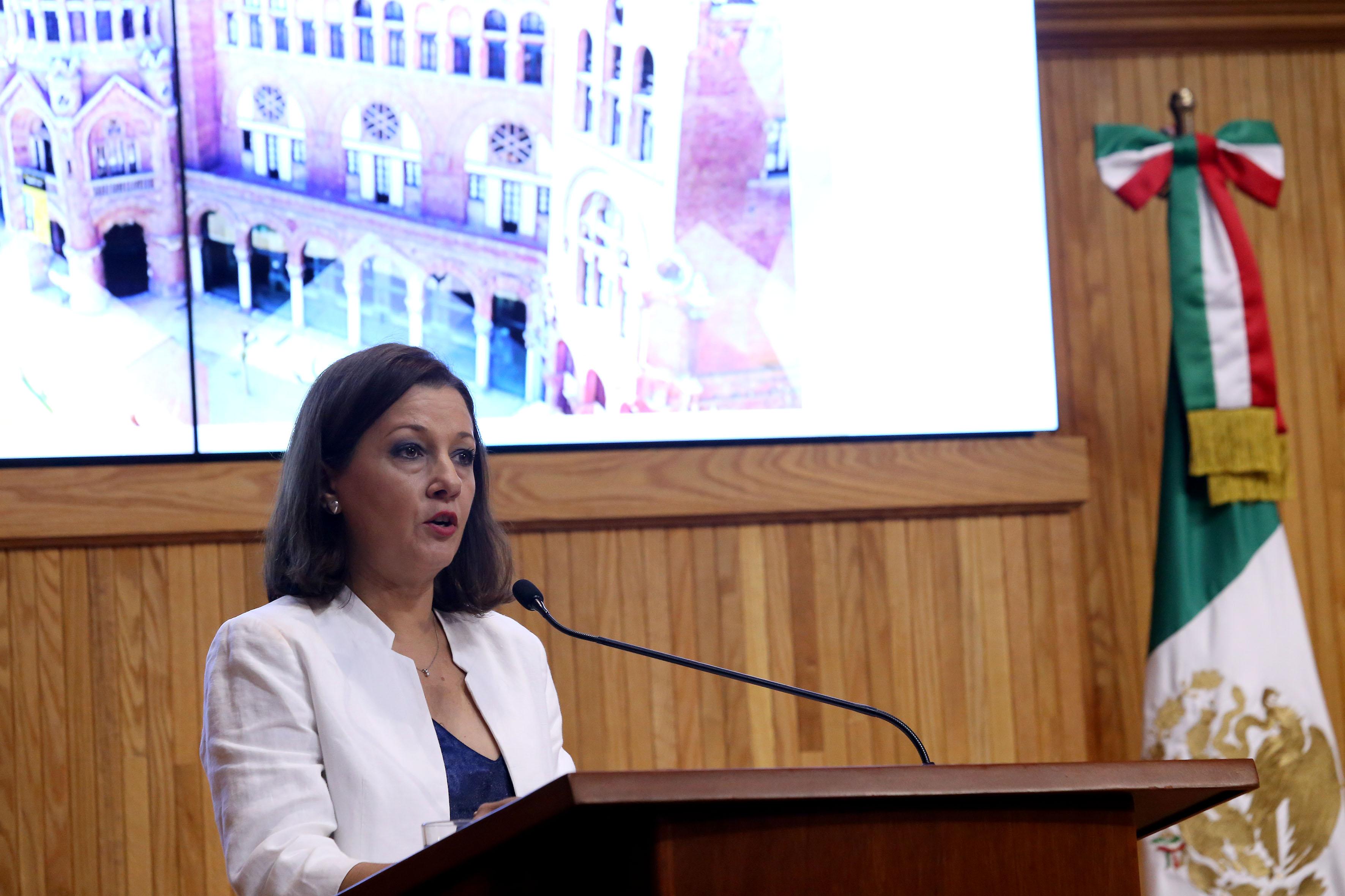 Coordinadora del doctorado en Ciudad, Territorio y Sustentabilidad, doctora María Teresa Pérez Bourzac, haciendo uso de la palabra