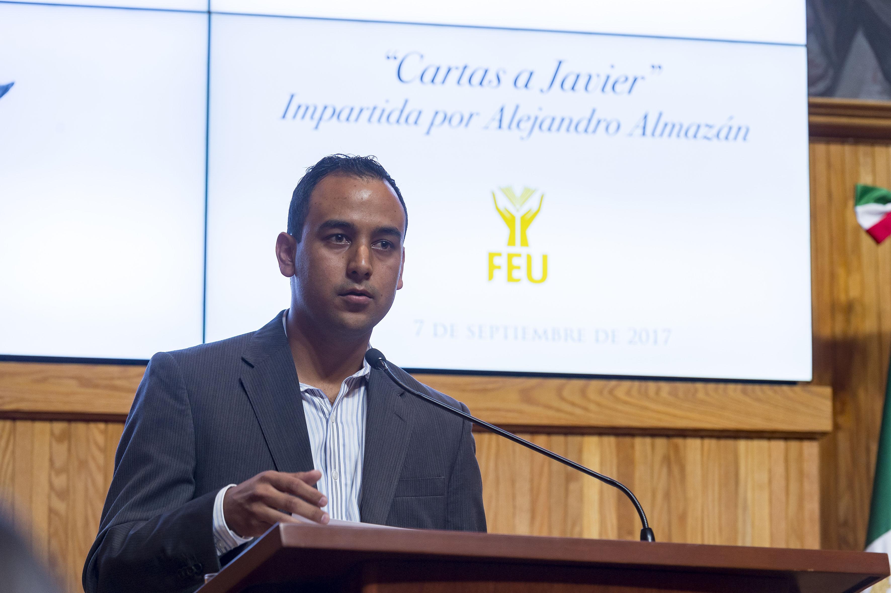 Presidente de la FEU Jesús Medina Varela, haciendo uso de la palabra