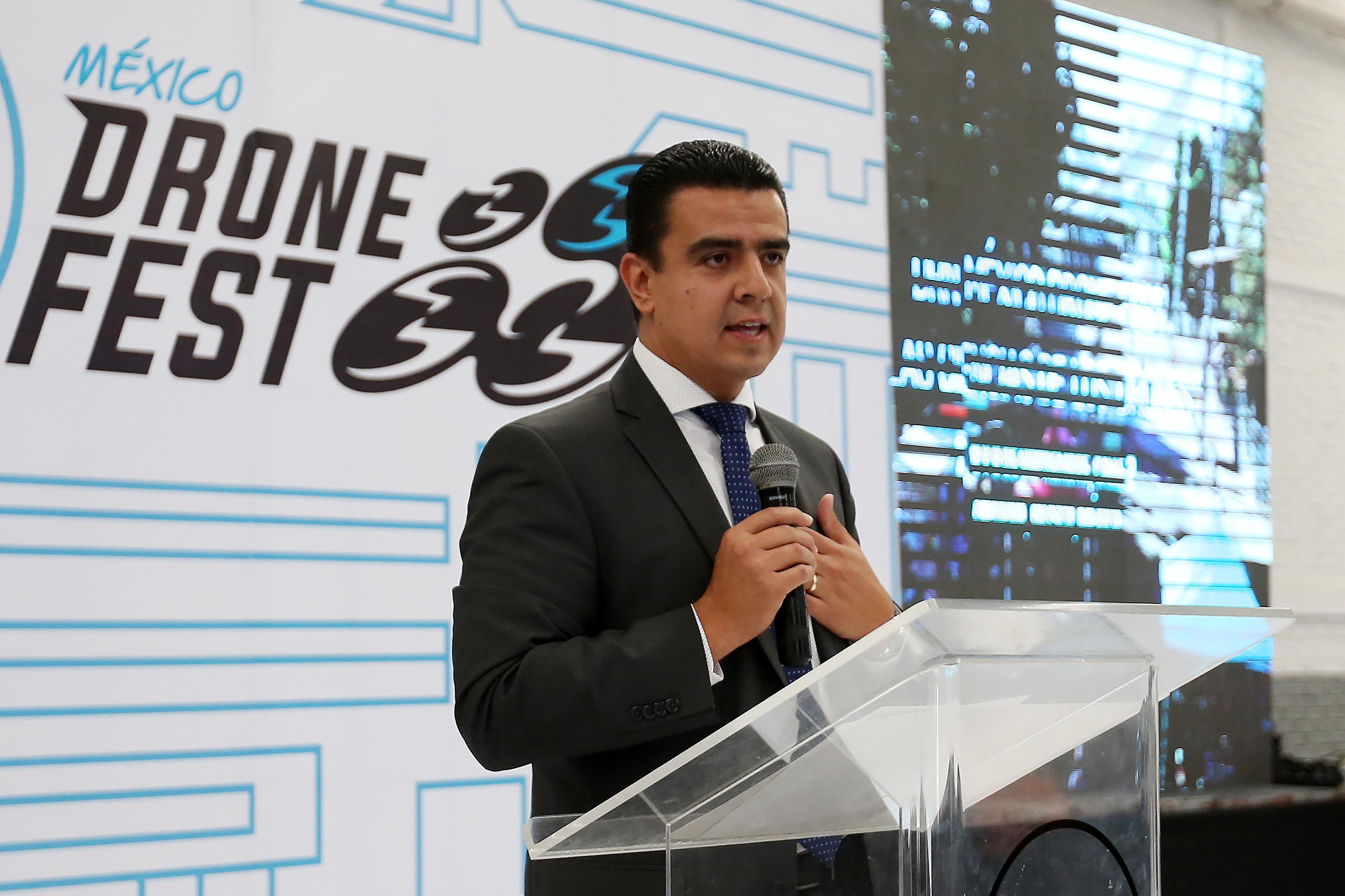 """Coordinador General de Tecnologías de Información de la Universidad de Guadalajara (UdeG), doctor Luis Alberto Gutiérrez Díaz de León durante la inauguración del Tercer Festival de Drones """"DRN México Drone Fest 2017"""""""