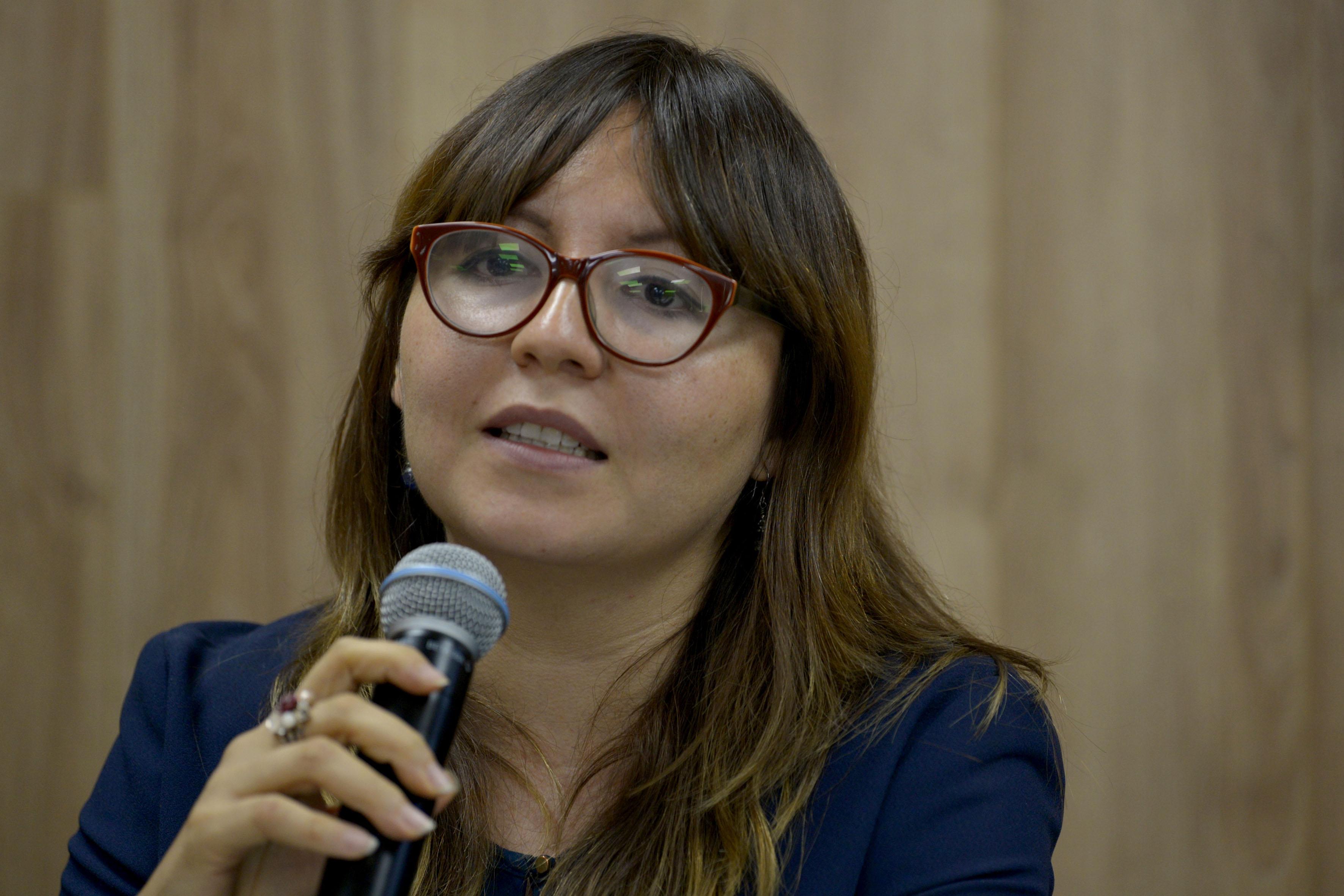 Doctora Mónica Montaño Reyes, investigadora del Departamento de Estudios Políticos del CUCSH, haciendo uso de la palabra.