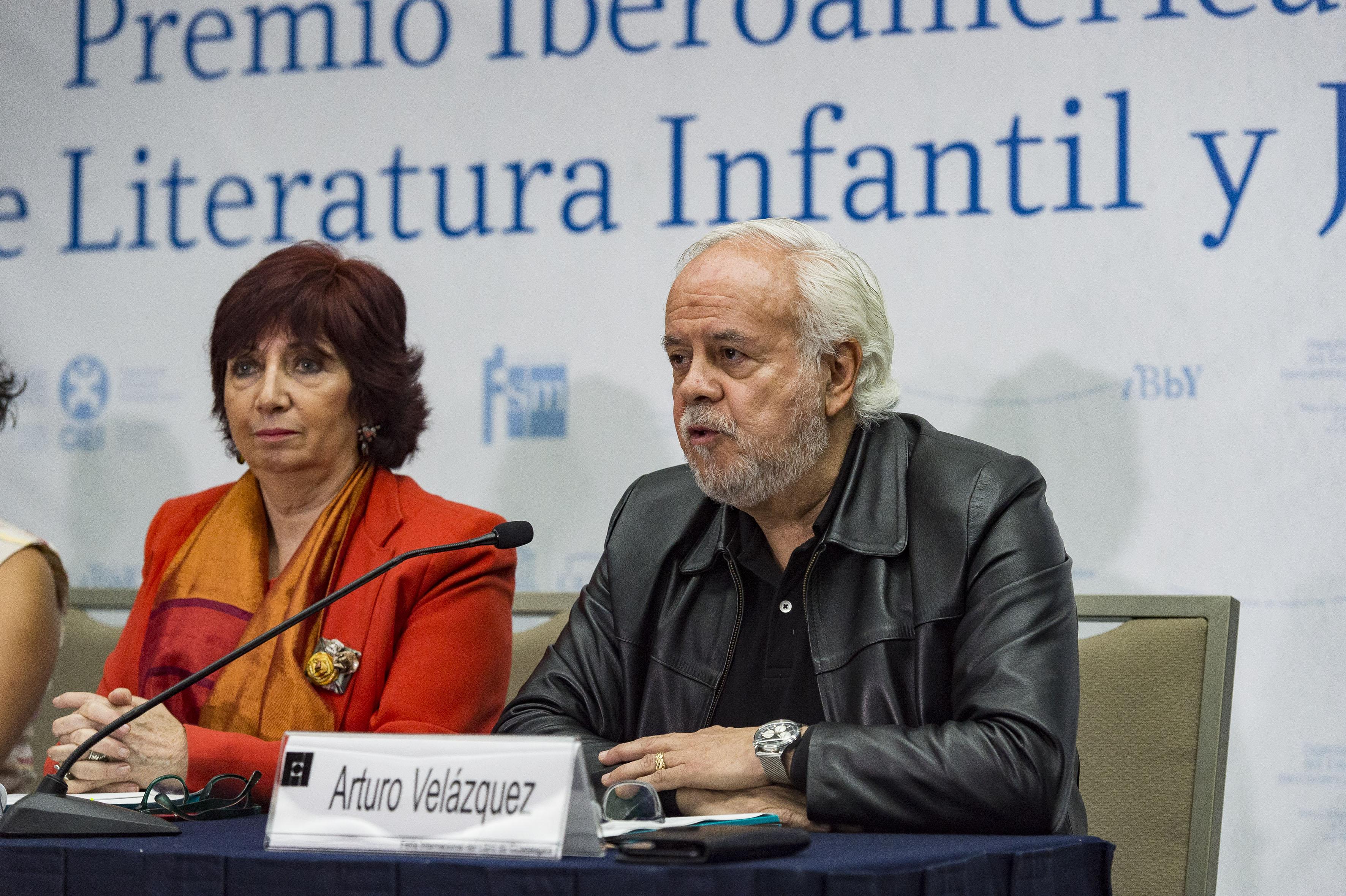 Arturo Velázquez Jiménez, Director y representante en México de la OEI, haciendo uso de la palabra, durante rueda de prensa.