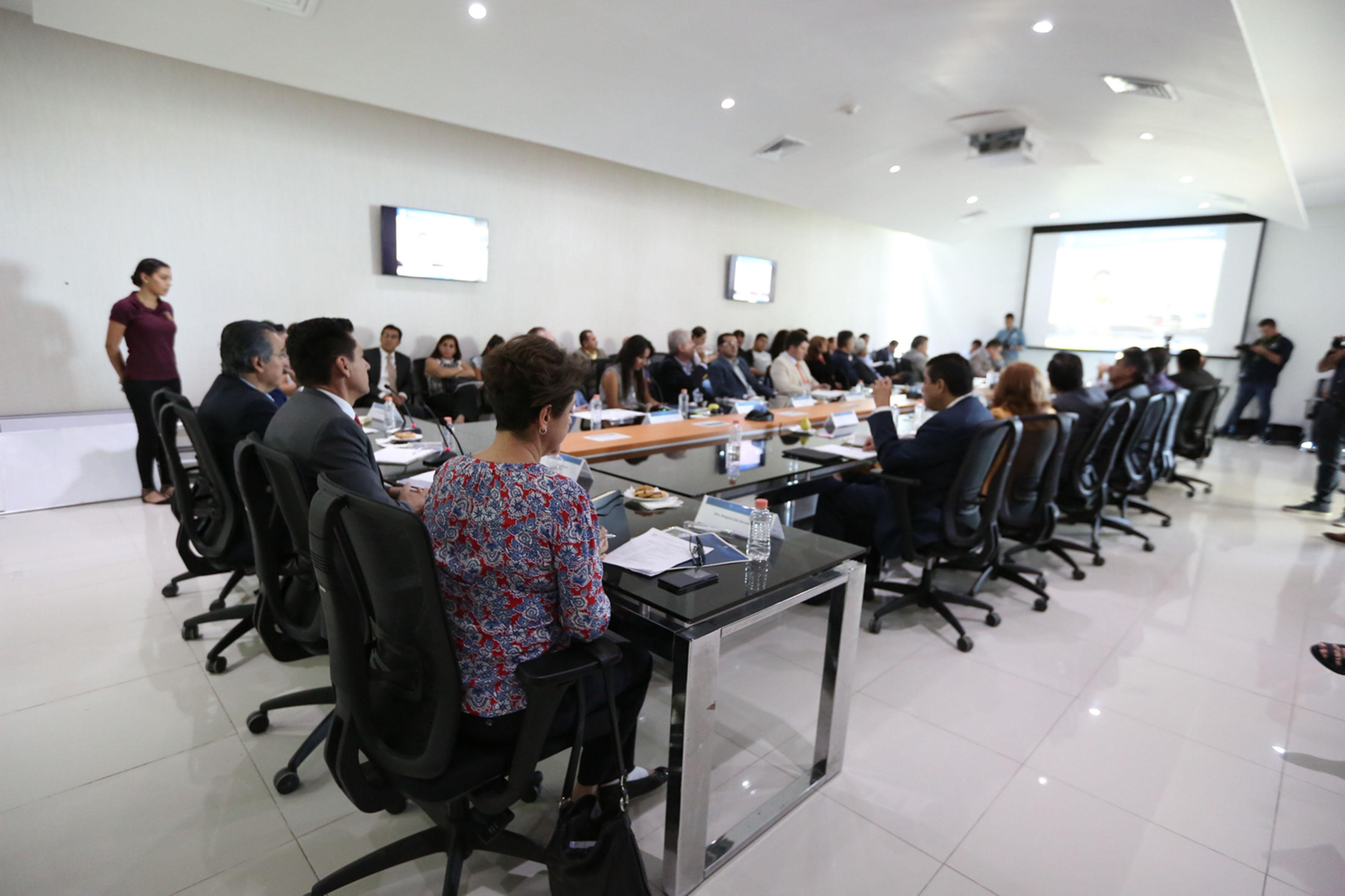 Reunión sostenida por el Rector de Cuvalles para dar a conocer proyectos presentados por investigadores del Centro Universitario, a industriales de Jalisco, representantes de las secretarías de Desarrollo Económico y de Innovación, Ciencia y Tecnología, y empresarios de la región Valles.