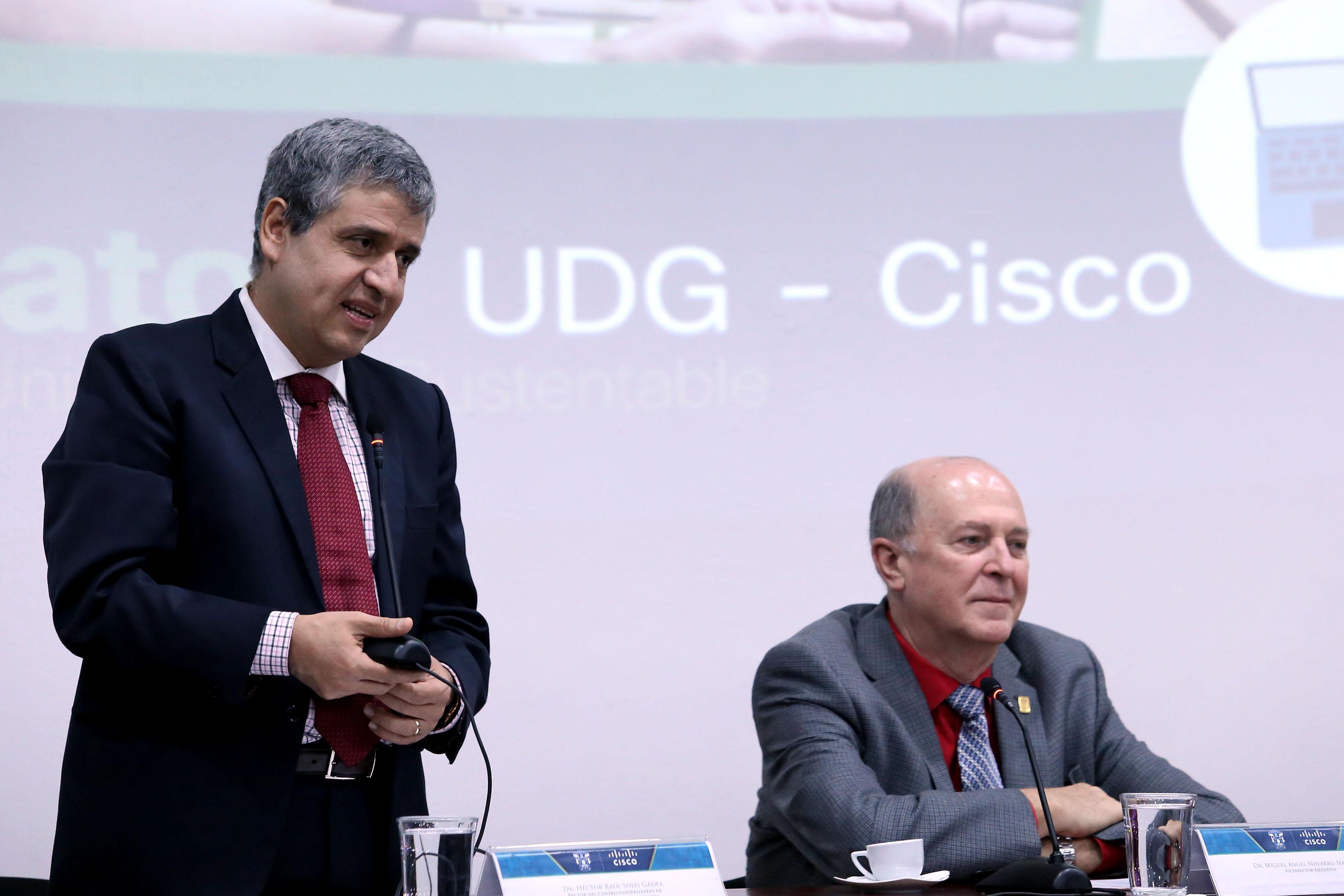 El doctor Héctor Raúl Solís Gadea, Rector del CUCSH y y el doctor Miguel Ángel Navarro Navarro, Vicerrector Ejecutivo de la UdeG.