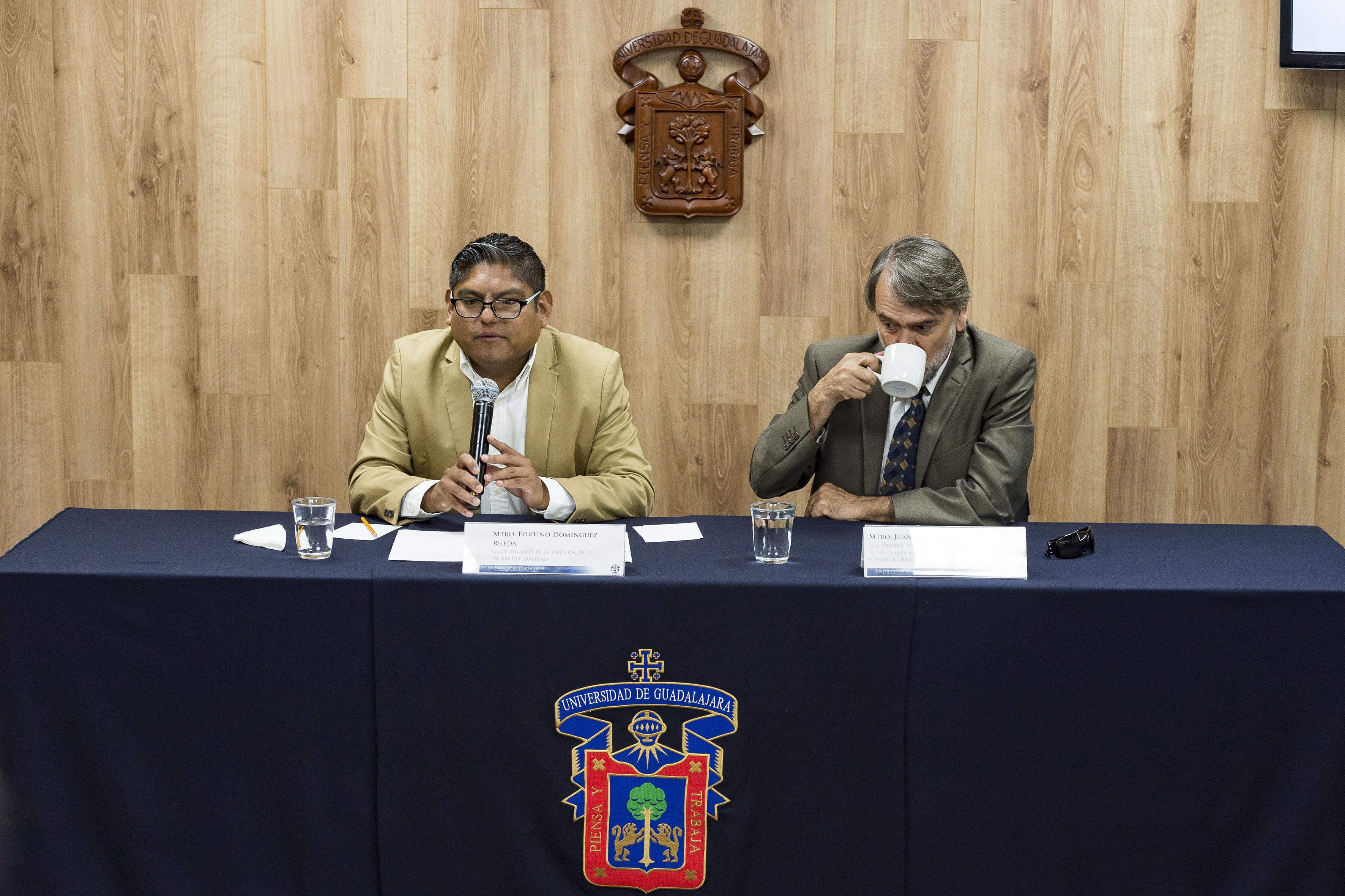 Coordinador de la Cátedra de la Interculturalidad, de la Universidad de Guadalajara (UdeG), maestro Fortino Domínguez Rueda, haciendo uso de la palabra