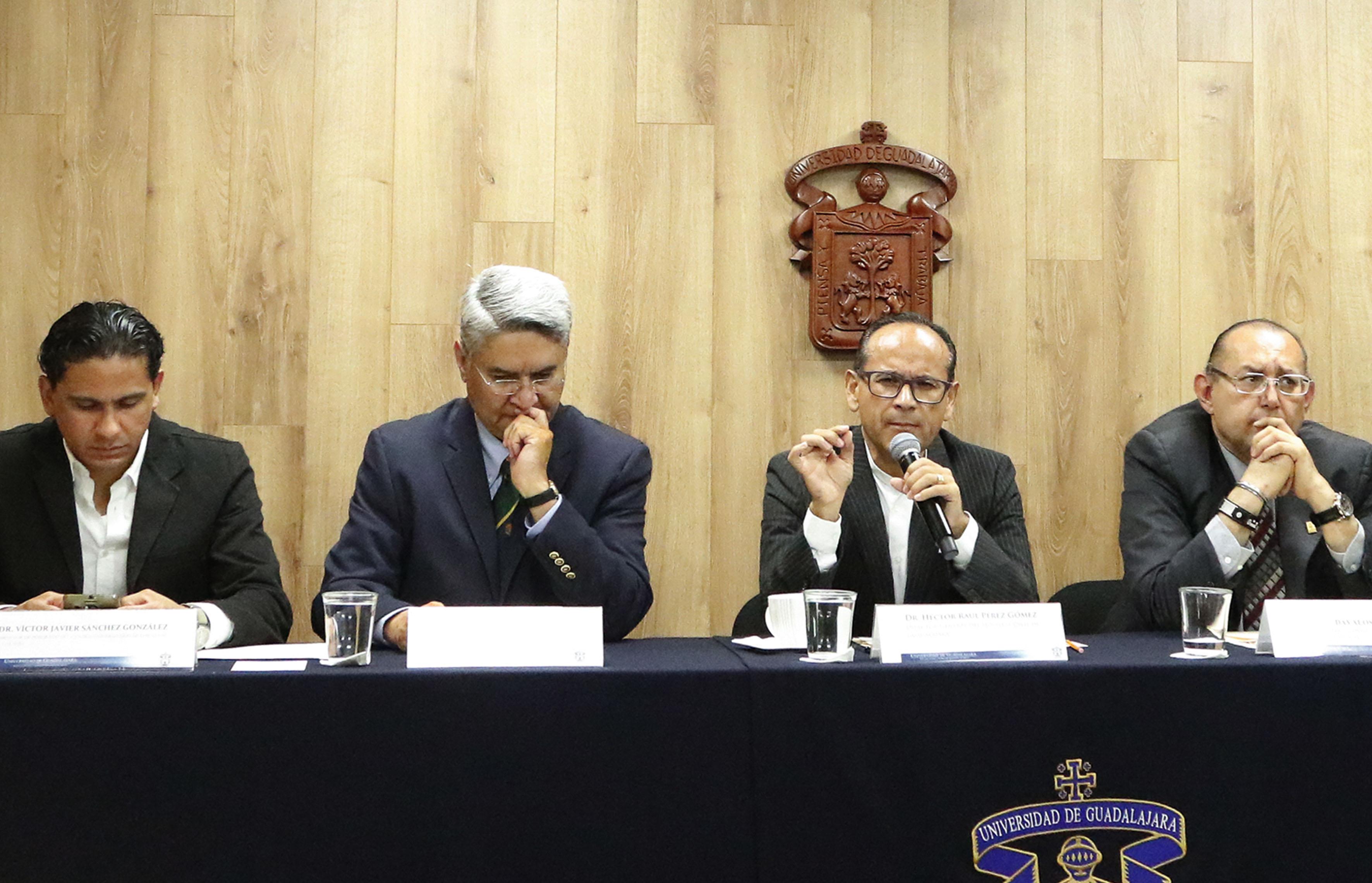 Doctor Hector Raul Perez Gómez haciendo uso de la palabra