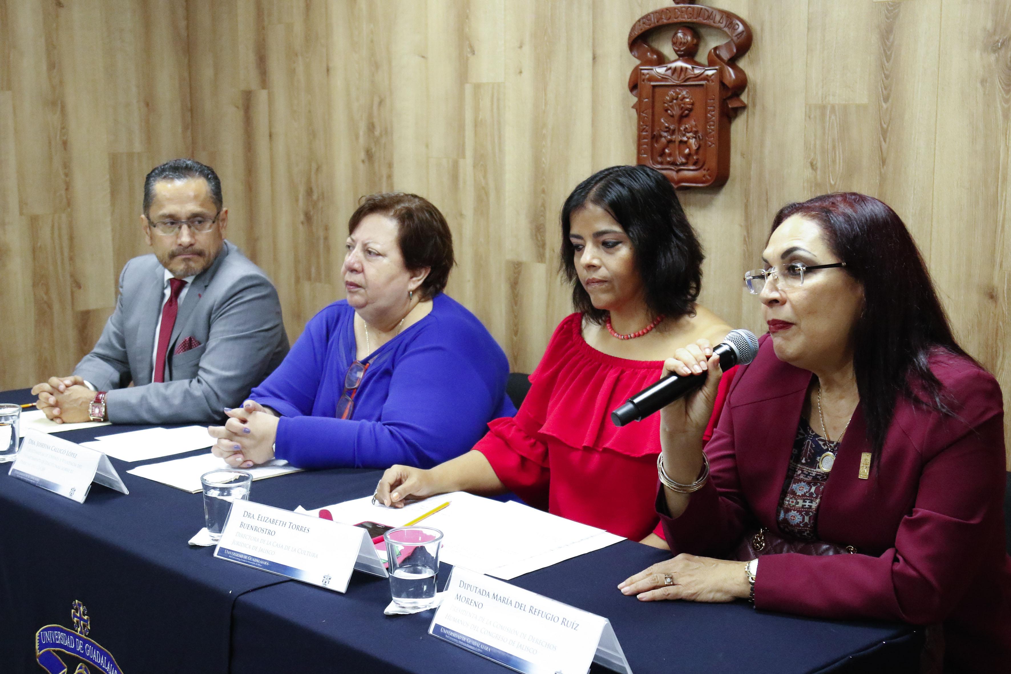 Diputada María de Refugio Ruiz Moreno haciendo uso de la palabra