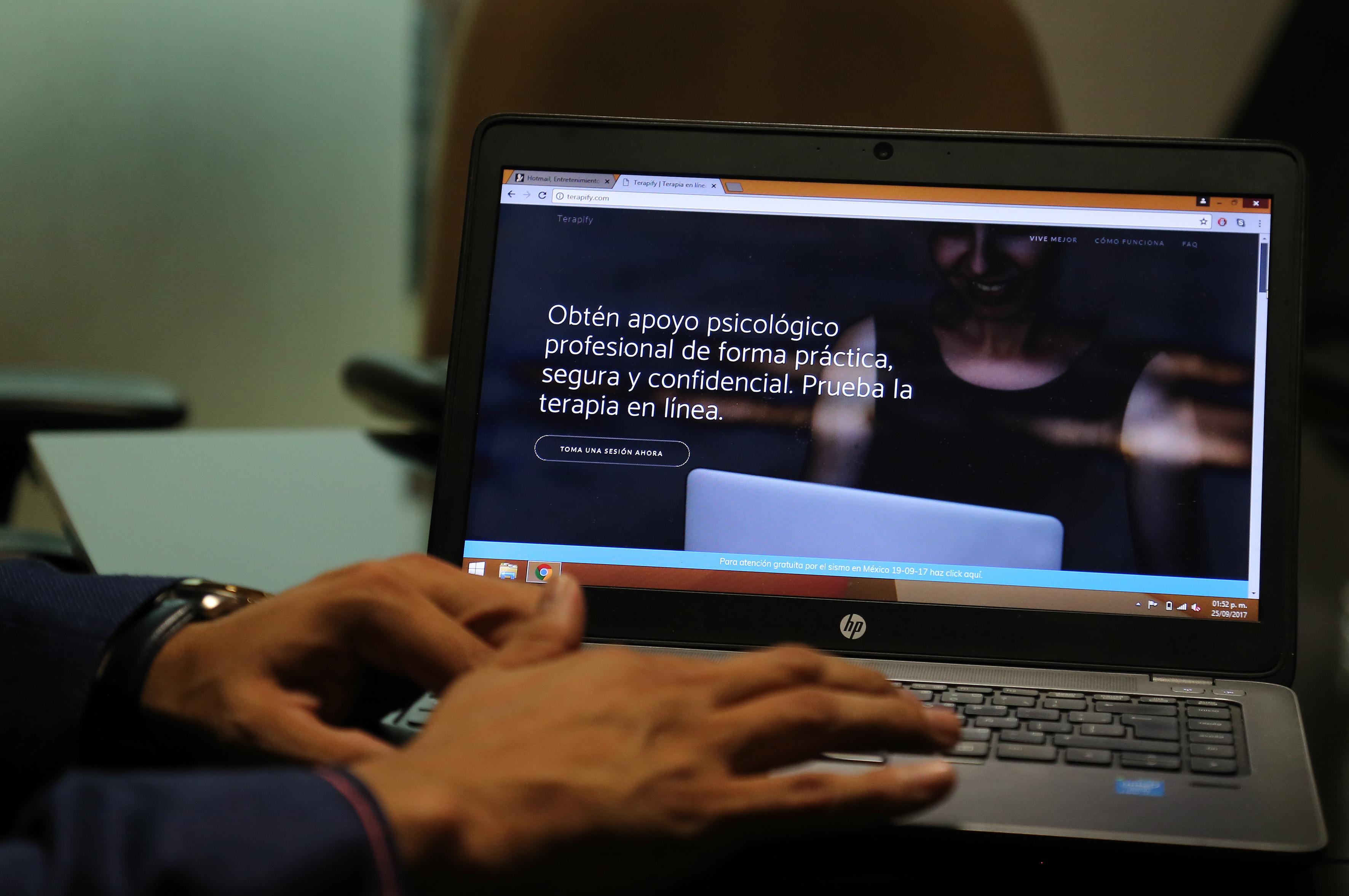 Plataforma tecnológica creada por estudiantes de la Universidad de Guadalajara (UdeG) ofrece asesoría profesional y contención psicológica gratuita y en línea a los afectados por los sismos ocurridos el 7, 19 y 23 de septiembre en diversos estados del país.