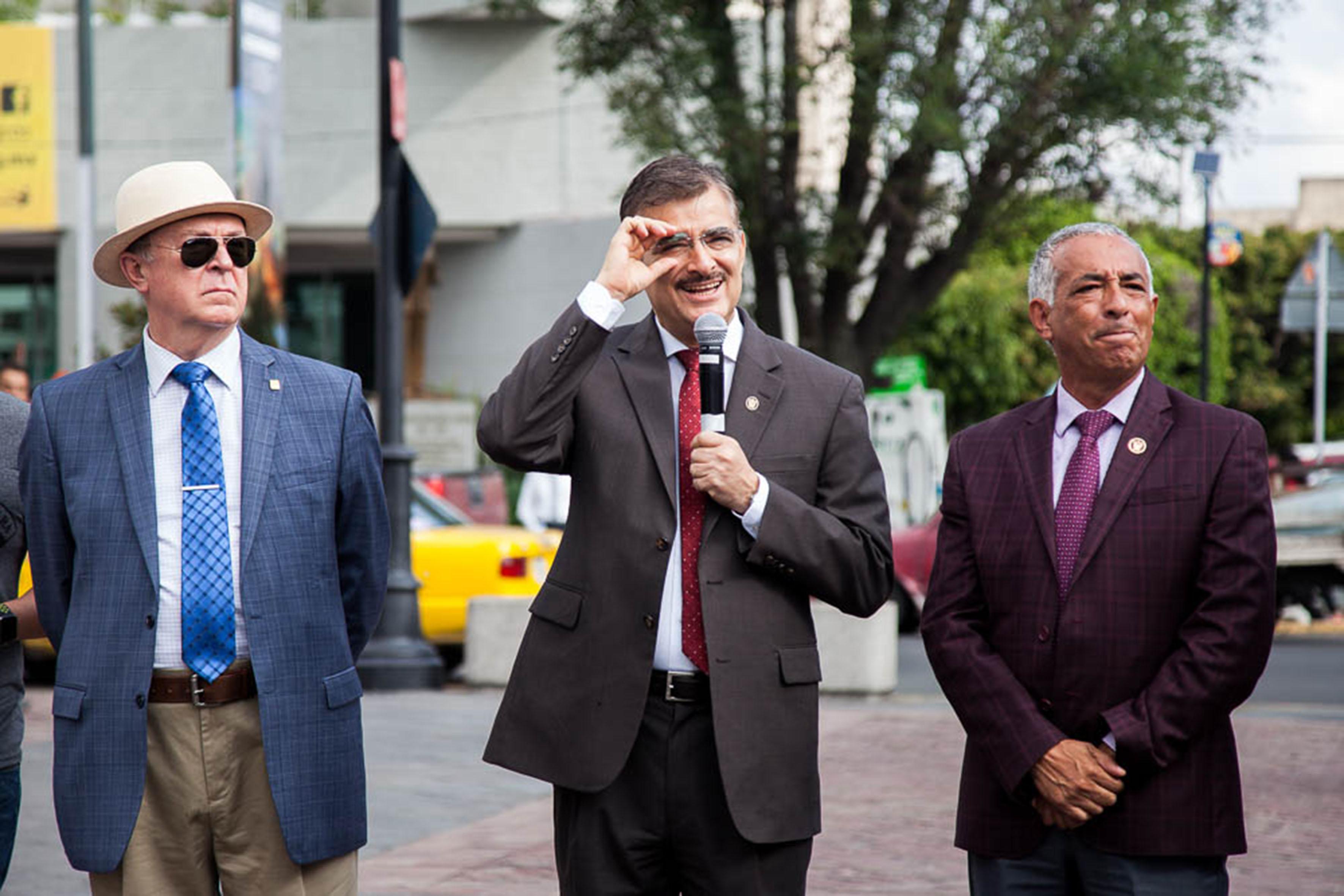 Rector General de la Universidad de Guadalajara (UdeG), maestro Itzcóatl Tonatiuh Bravo Padilla, haciendo uso de la palabra