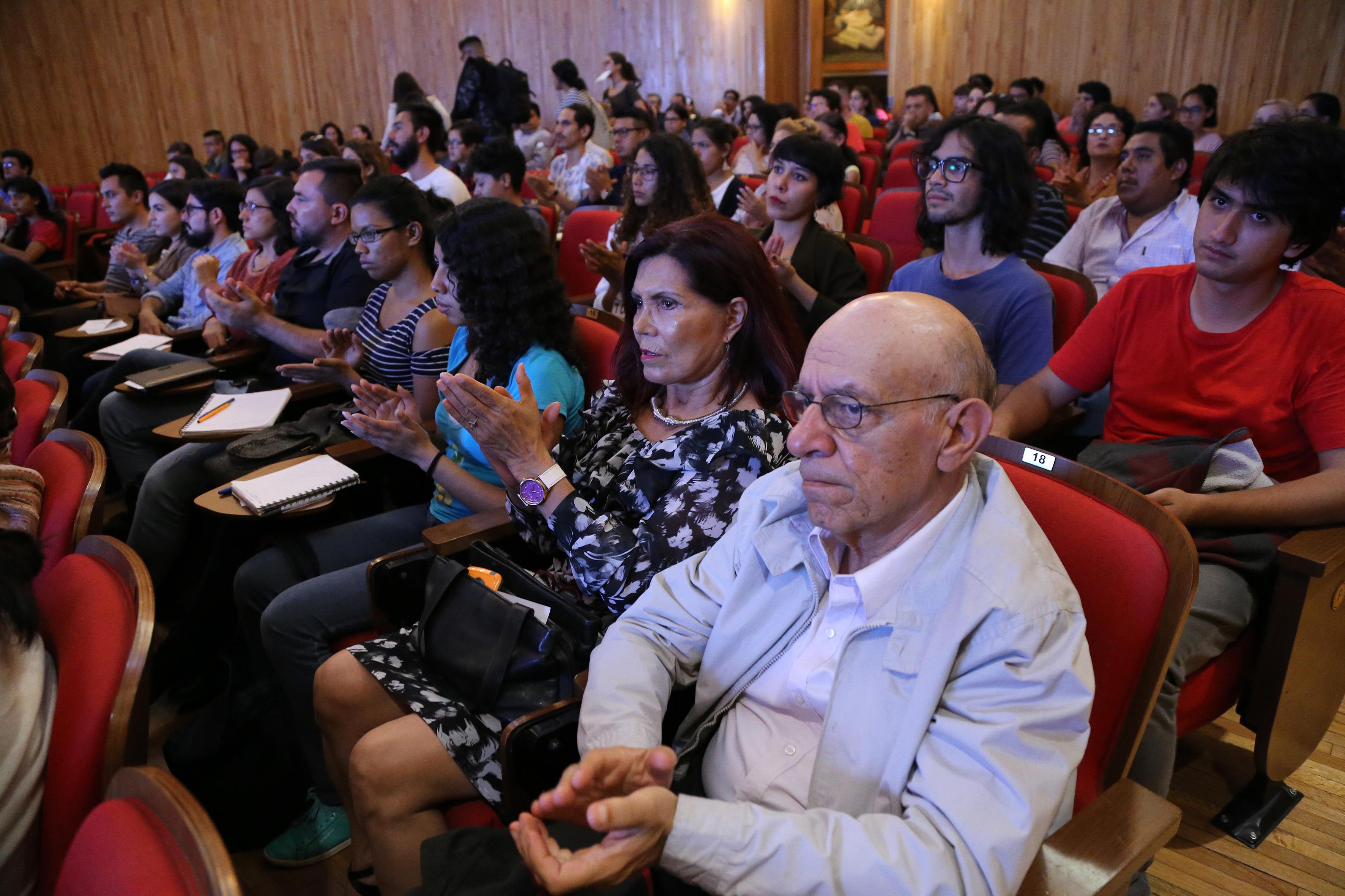Vista panorámica asistente al evento, en el Paraninfo Enrique Díaz de León.