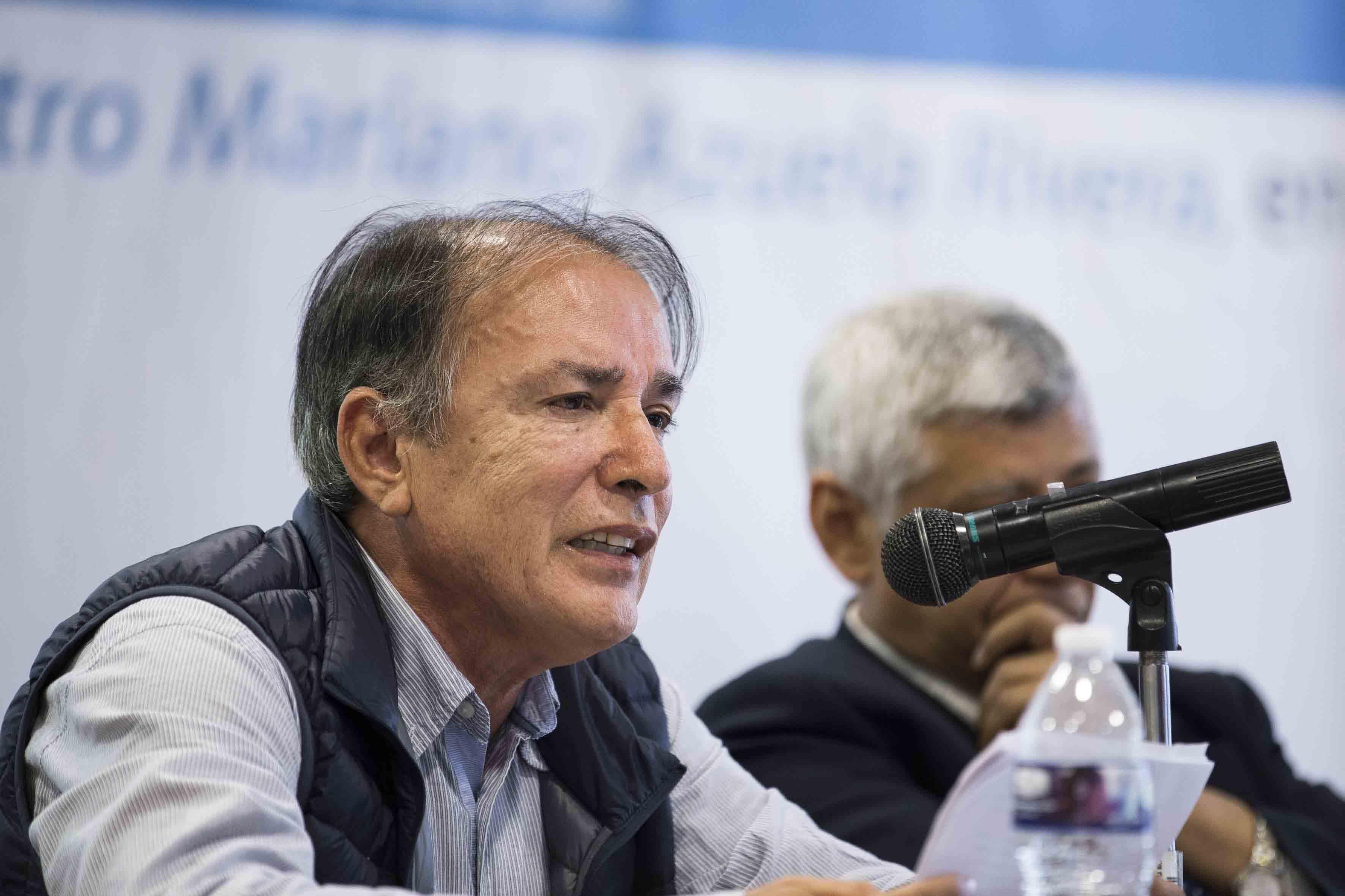 """Dr. Jorge Alberto Trujillo Bretón, investigador del CUCSH, participando en la mesa  """"La cultura de la violencia"""""""